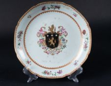 Arte Cinese  A Chinese export Armorial porcelain dish  China, Qing dynasty, 18th century .
