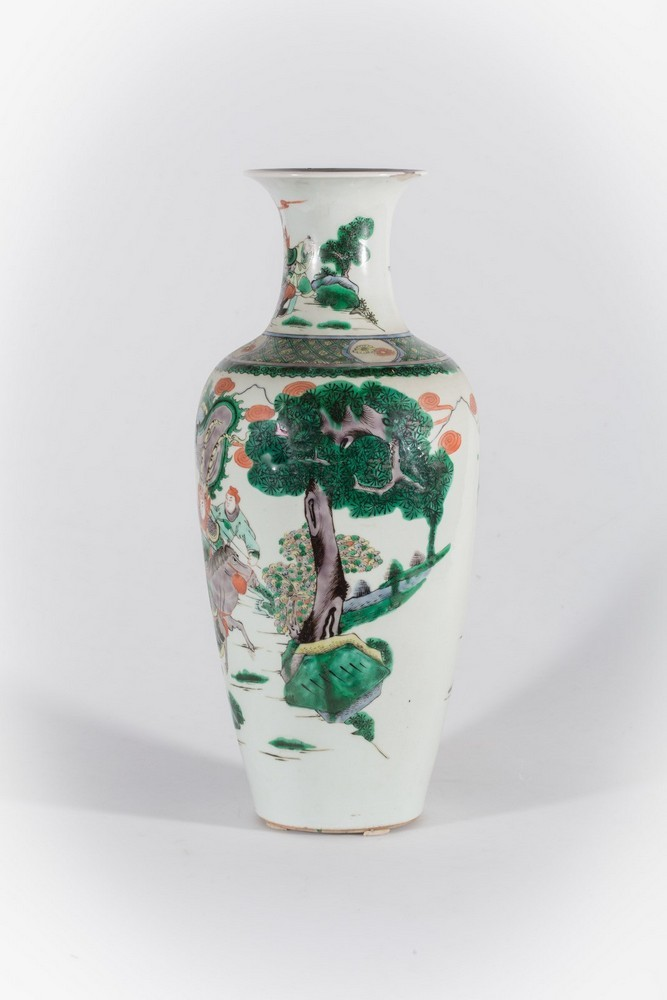 Arte Cinese A porcelain famille verte baluster vase bearing a double circle mark at the base China, - Image 3 of 4