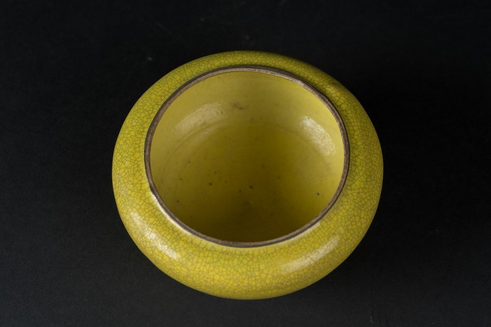 Arte Cinese A small yellow glazed porcelain brush washer China, Qing dynasty, 18th-19th century . - Image 3 of 3