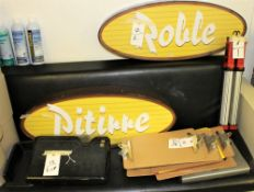 OVAL SIGNS - ROBLE & PITIRRE