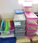 LOT PLASTIC CONTAINERS W/LIDS