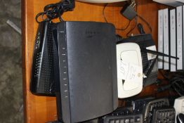 LOT MODEMS & ROUTERS