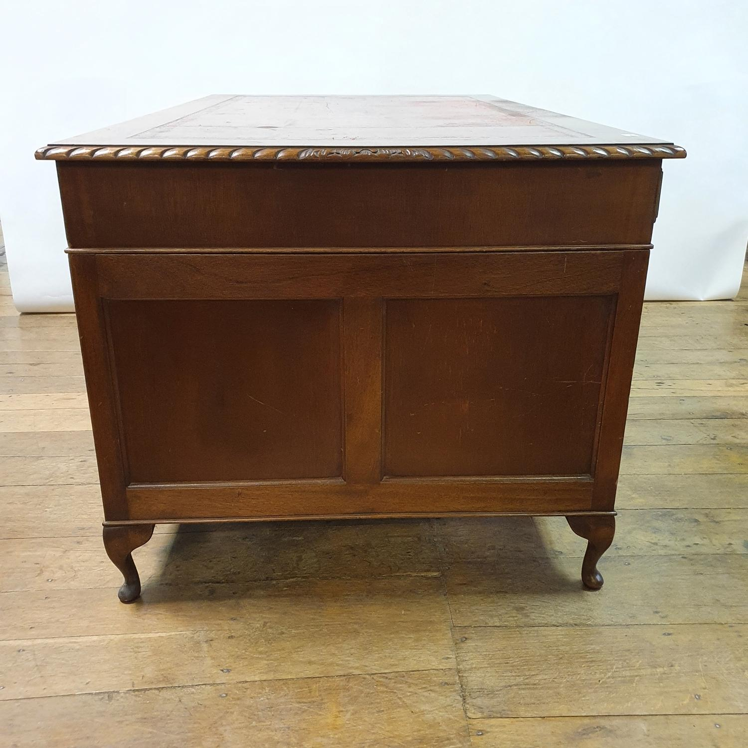 A mahogany pedestal desk, the leather inset top above an arrangement of nine drawers, on dwarf - Image 3 of 5