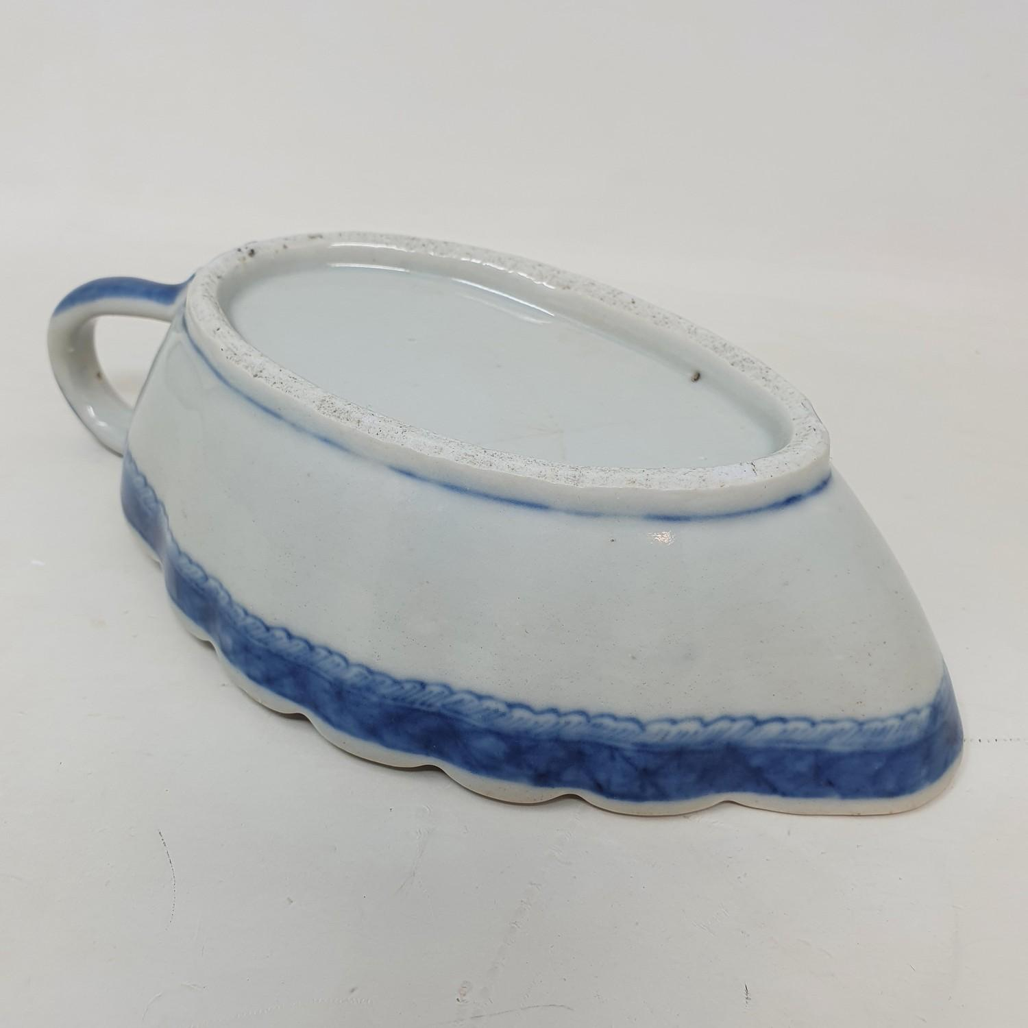A Chinese blue and white sauceboat, 20 cm wide - Image 3 of 3
