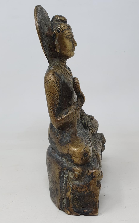 A Burmese bronze Buddha, 22 cm - Image 3 of 5