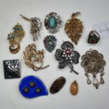 Assorted costume jewellery