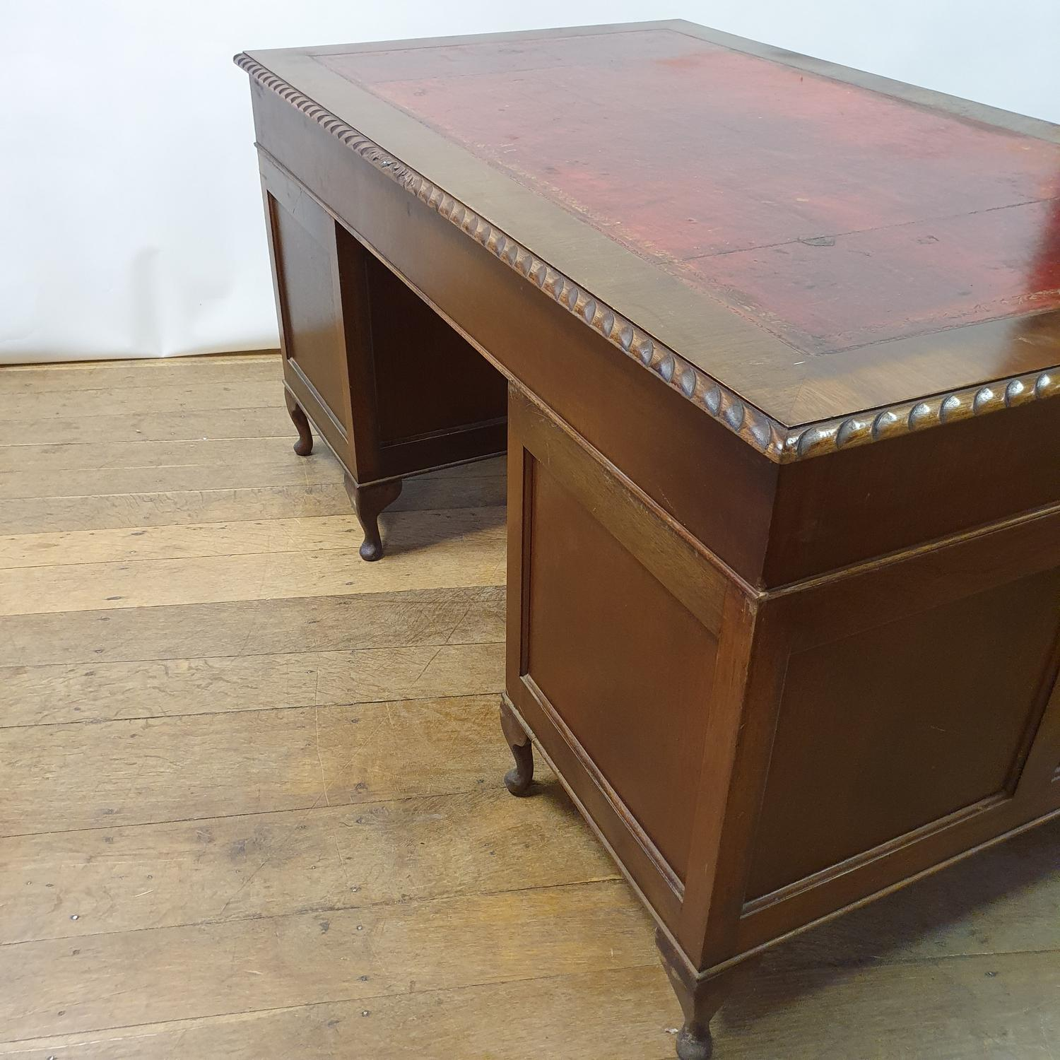 A mahogany pedestal desk, the leather inset top above an arrangement of nine drawers, on dwarf - Image 5 of 5