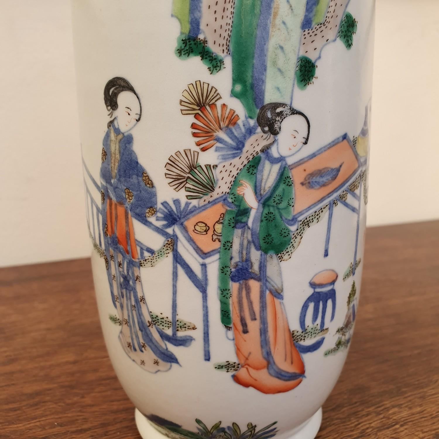 A Chinese vase, decorated figures, 24 cm high - Image 8 of 11