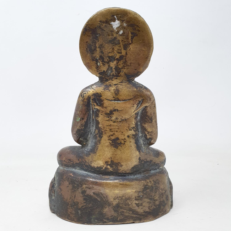 A Burmese bronze Buddha, 22 cm - Image 4 of 5