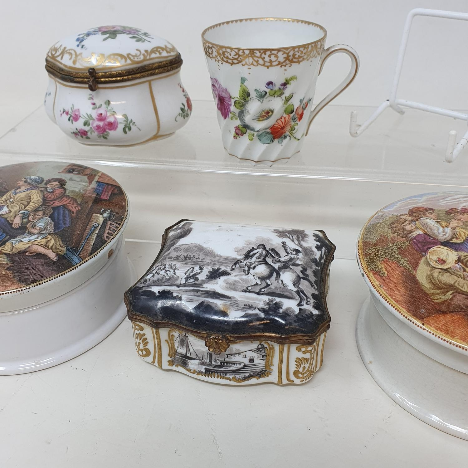 A 19th century Continental porcelain box, the lid decorated a hunting scene, 9 cm wide, two - Image 5 of 5