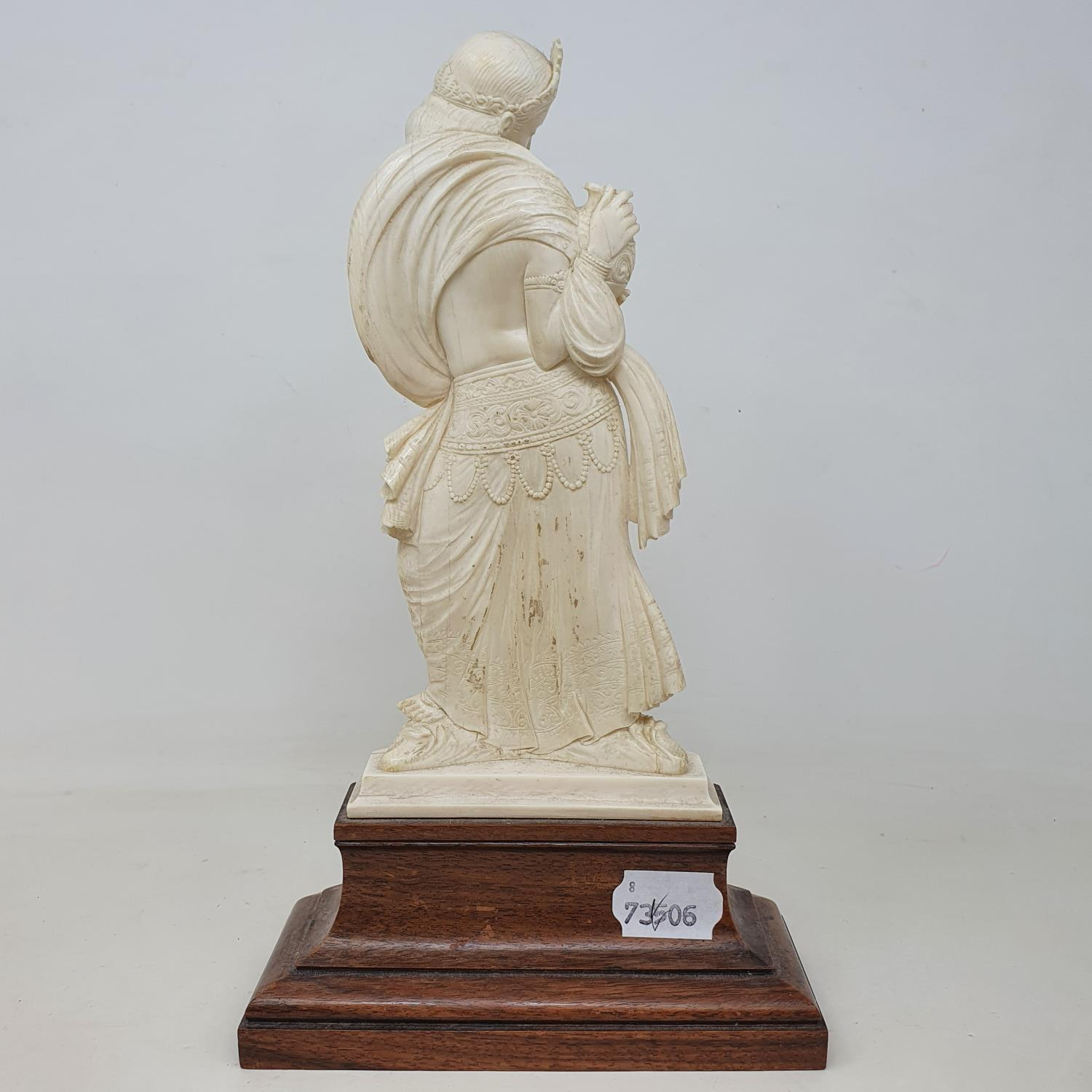 An early 20th century Indian carved ivory figure, of a woman holding a vase, on a wooden base, 28 cm - Image 3 of 4