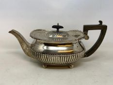 A silver teapot, with a reeded lower body, London 1906, 25.6 ozt (all in) 14 cm high