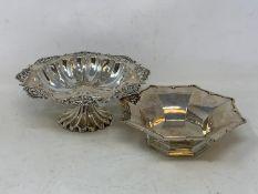A pierced silver pedestal bon bon dish, Birmingham 1905, 15 cm diameter, and an octagonal silver
