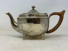 A silver teapot, of circular form, Sheffield 1917, 16.2 ozt (all in), 11 cm high