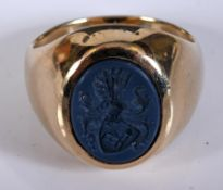 A gentleman's yellow coloured metal signet ring, with an armorial, approx. 13.7 g (all in) Ring Size