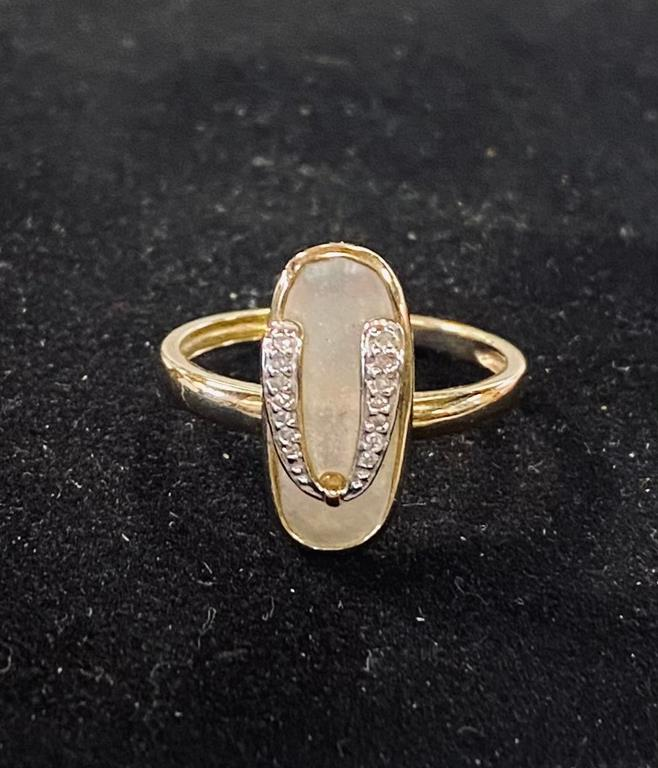 A yellow coloured metal, mother of pearl and diamond set flip flop ring, approx. ring size B, 2.7