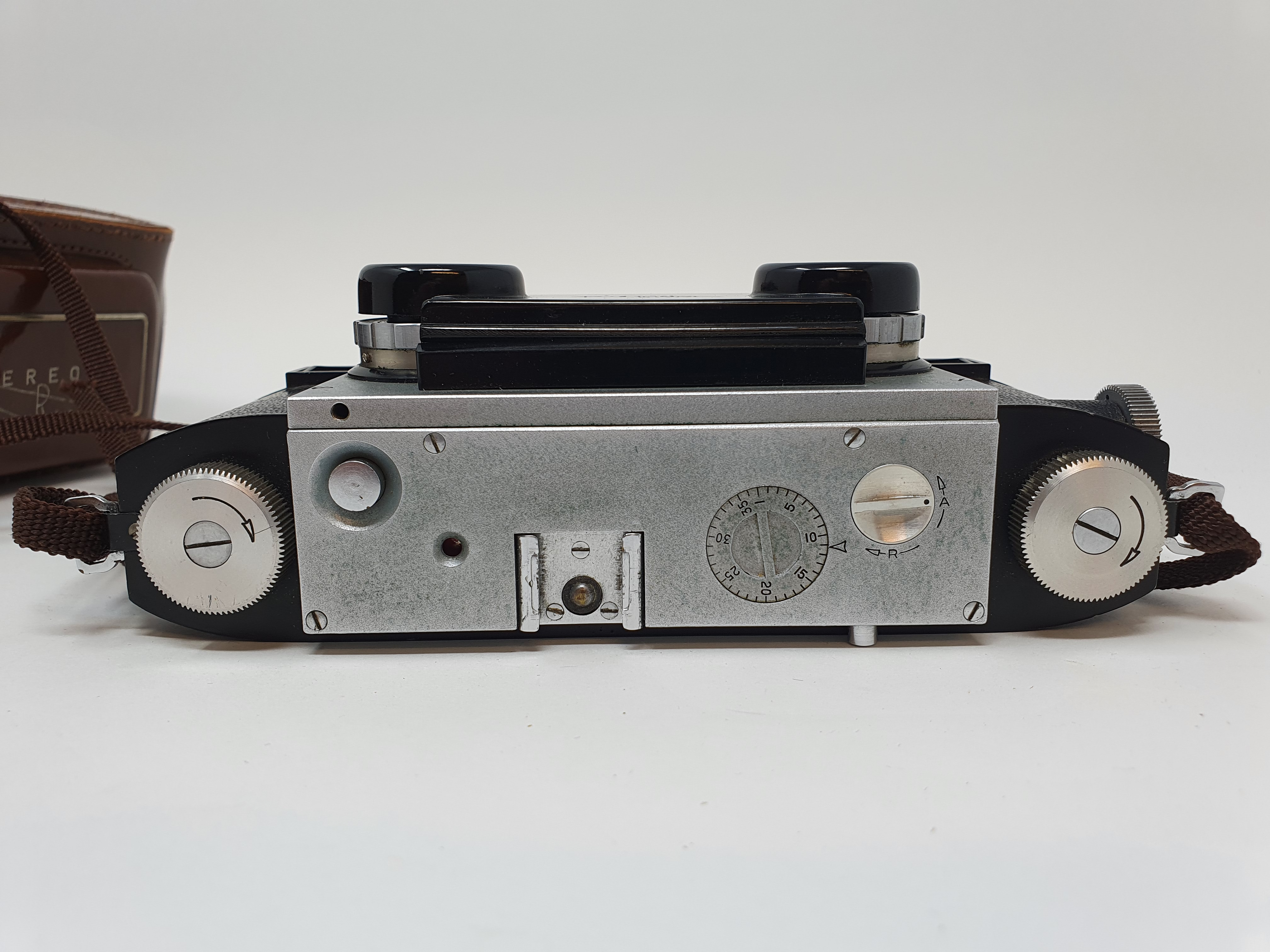 A Stereo Realist camera, with leather outer case Provenance: Part of a vast single owner - Image 4 of 6