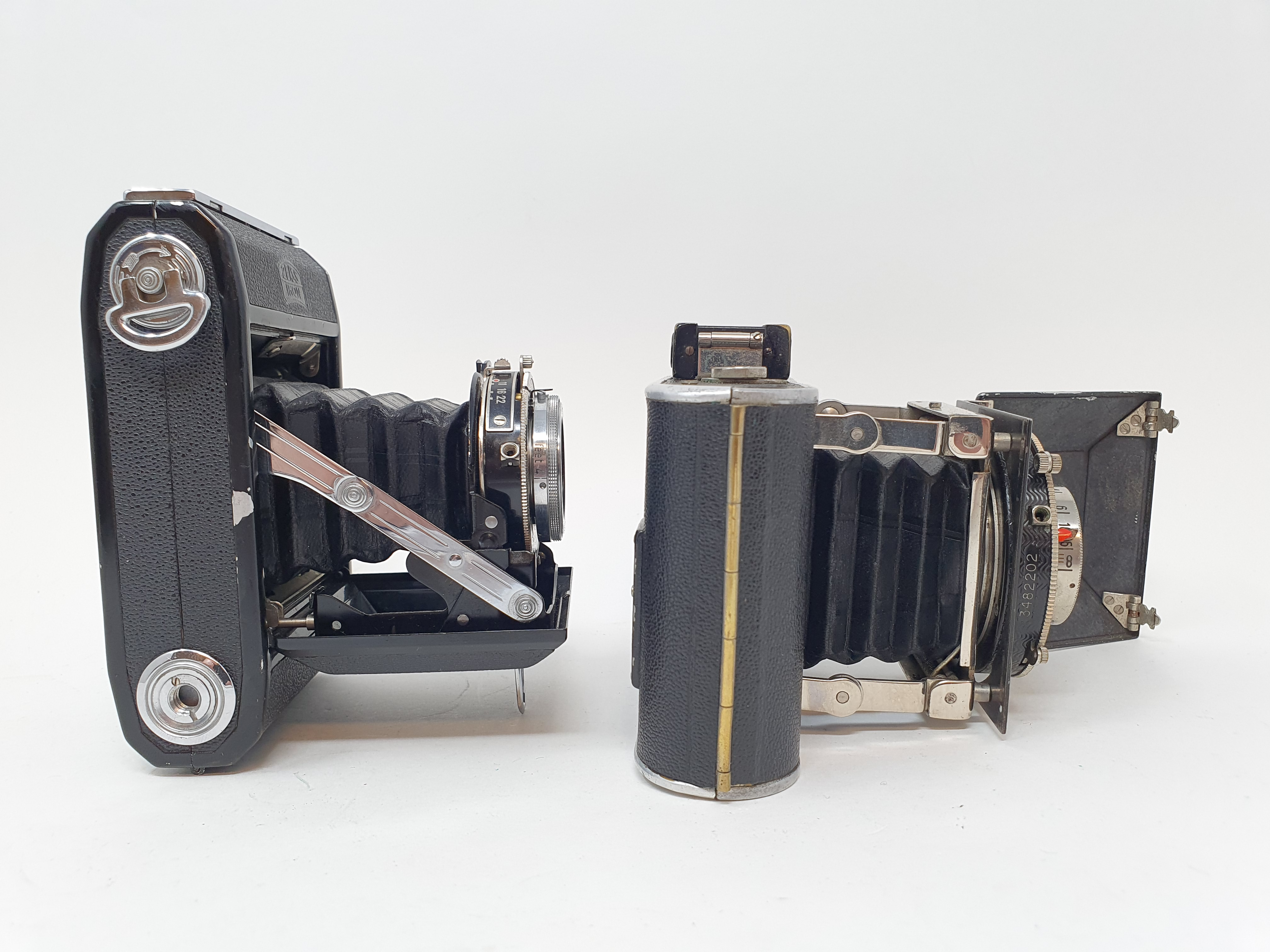 A Zeiss Ikon folding camera and a Korelle folding camera (2) Provenance: Part of a vast single owner - Image 2 of 3