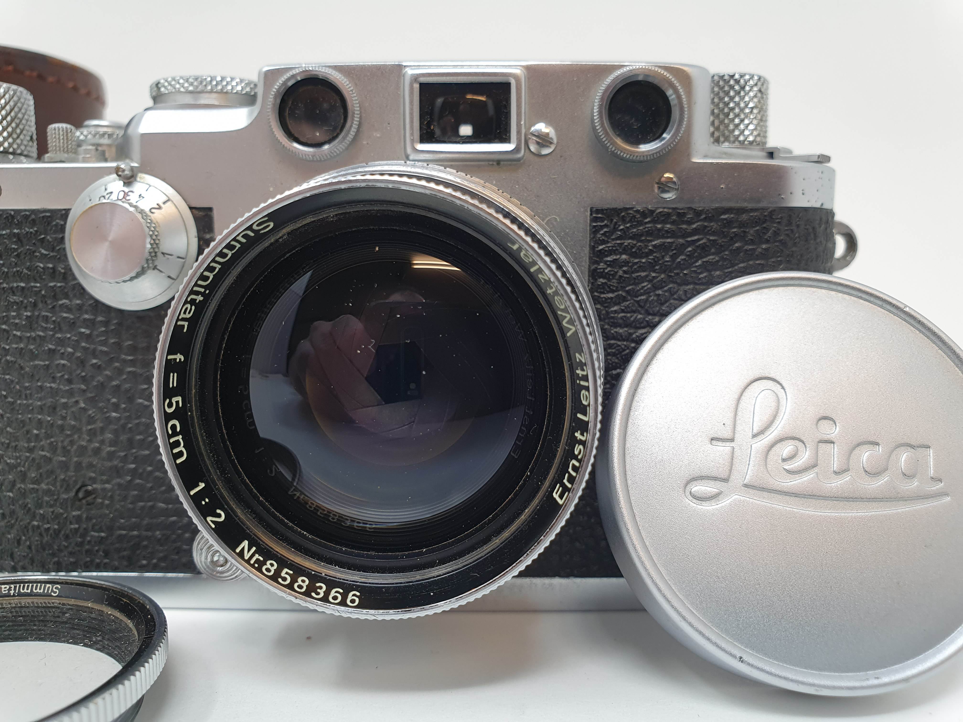 A Leica IIIf camera, serial number 537112, with leather outer case Provenance: Part of a vast single - Image 2 of 5