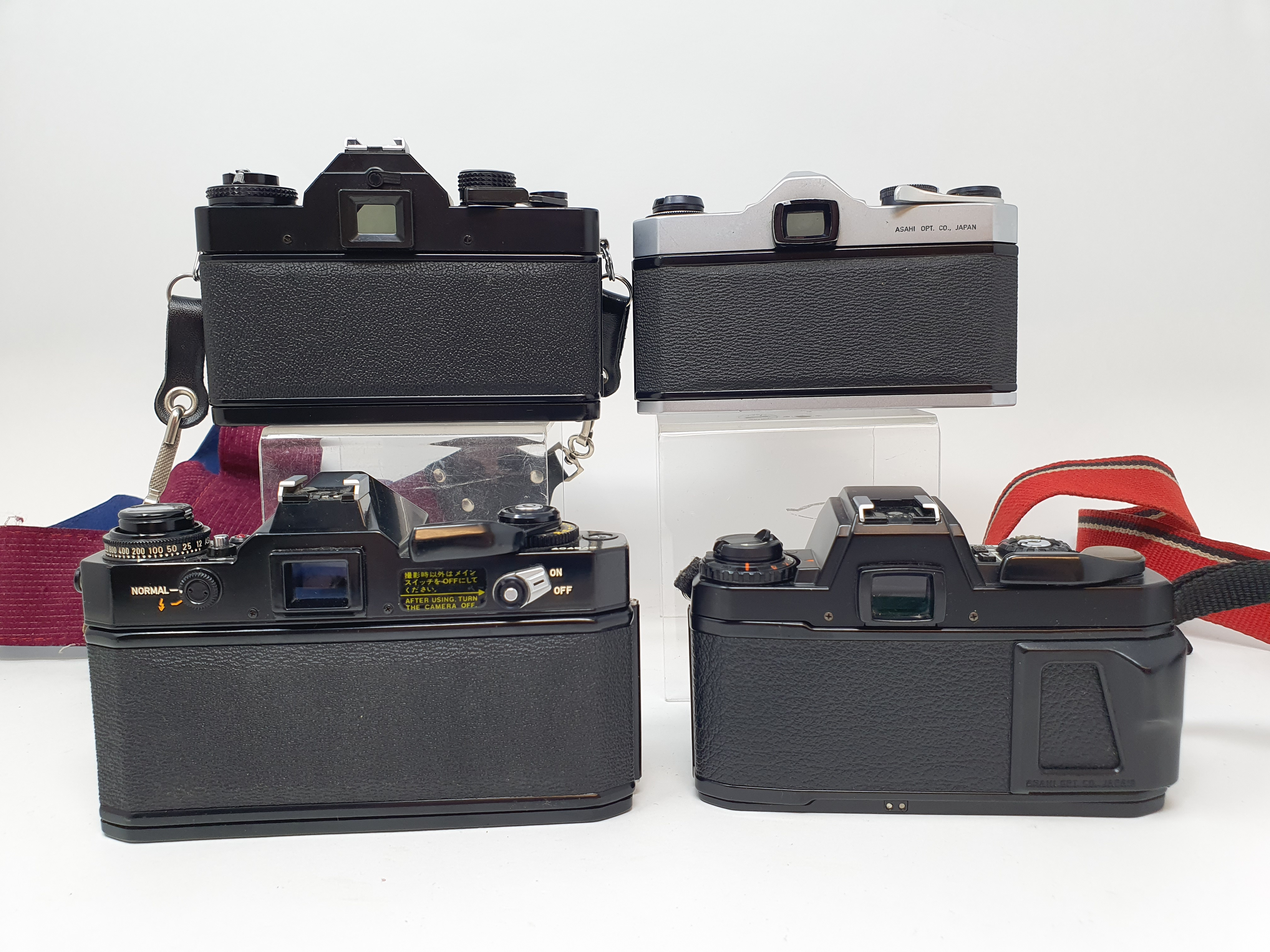 A Pentax Program A camera, Pentax SP 1000 camera, a Praktica EE 2, and a Canon EF camera (4) - Image 4 of 4