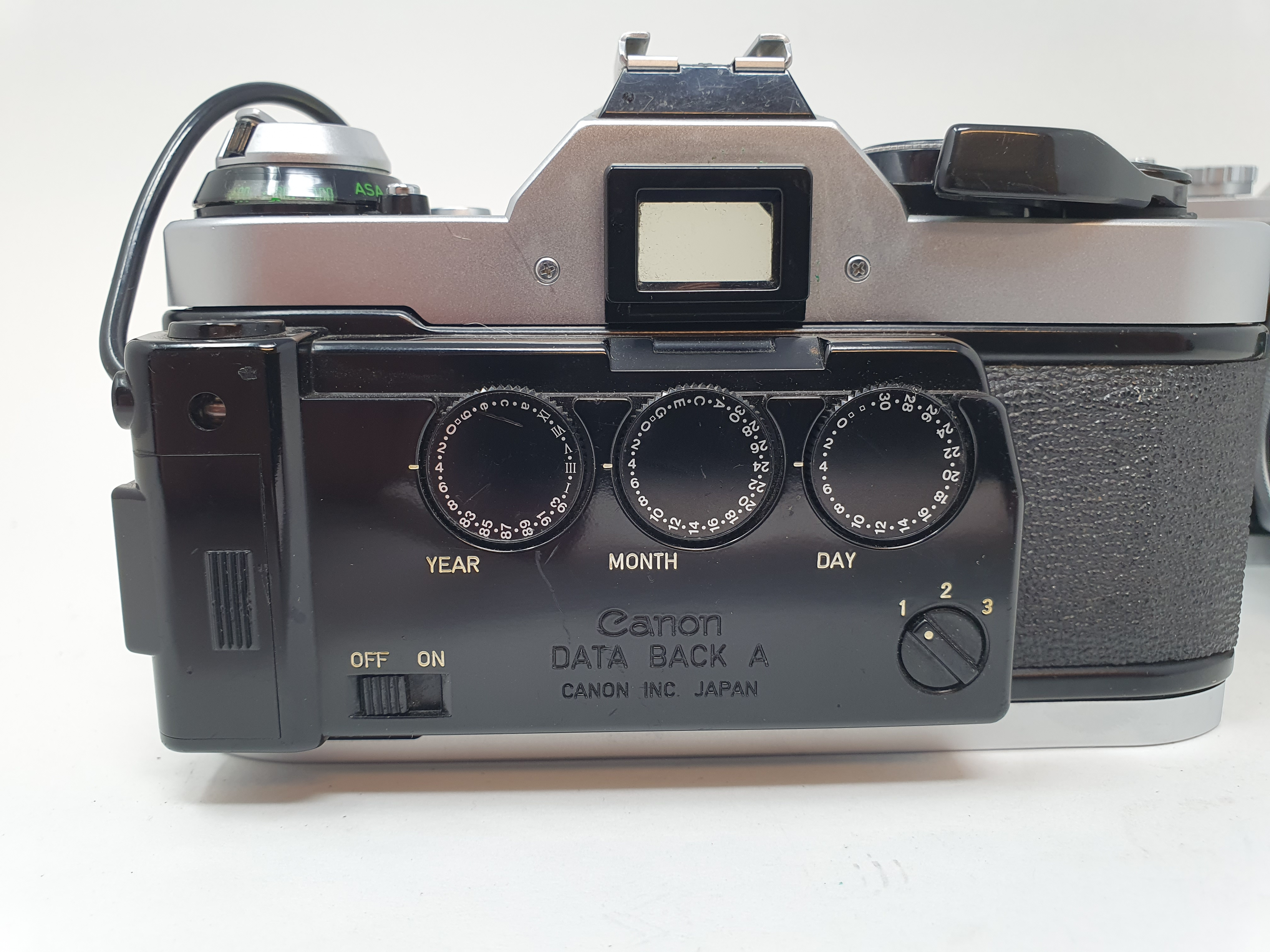 A Canon Pellix camera and a Canon AE-1 camera (2) Provenance: Part of a vast single owner collection - Image 3 of 3