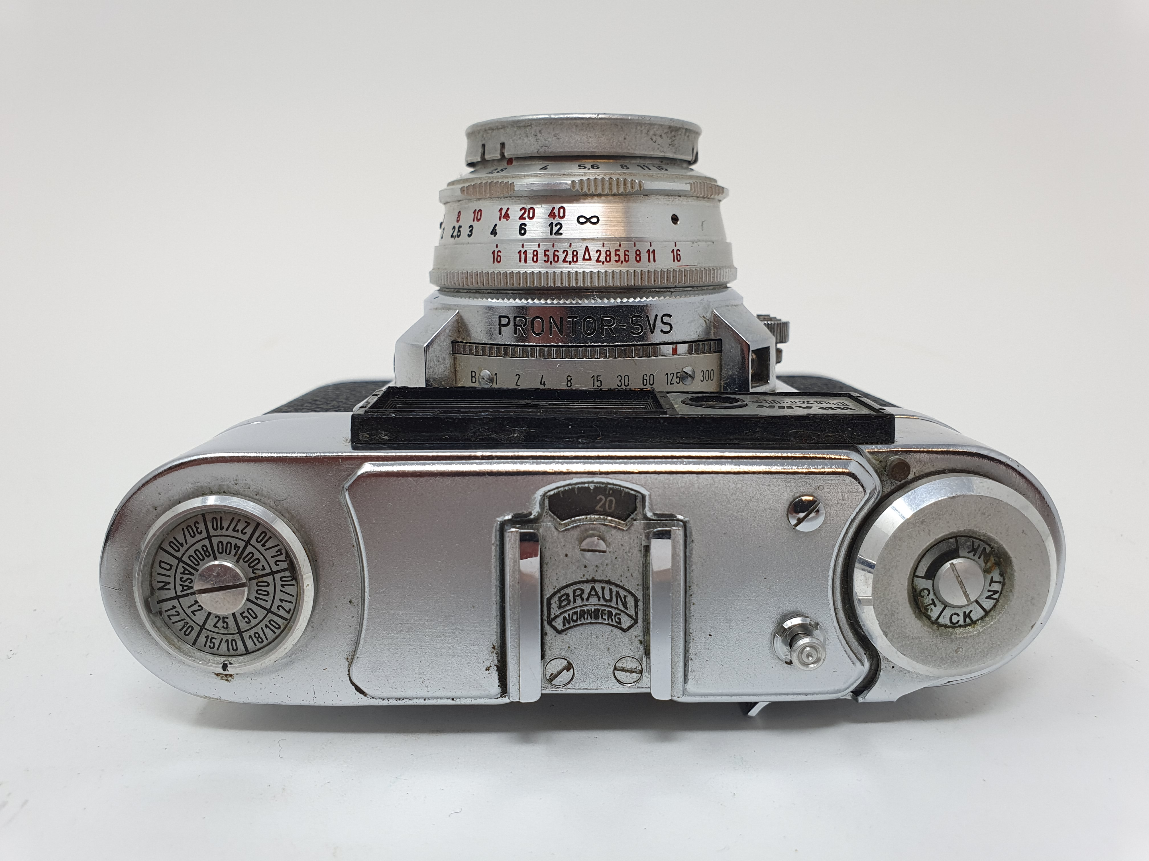 A Braun Paxette camera and a camera (2) Provenance: Part of a vast single owner collection of - Image 4 of 4