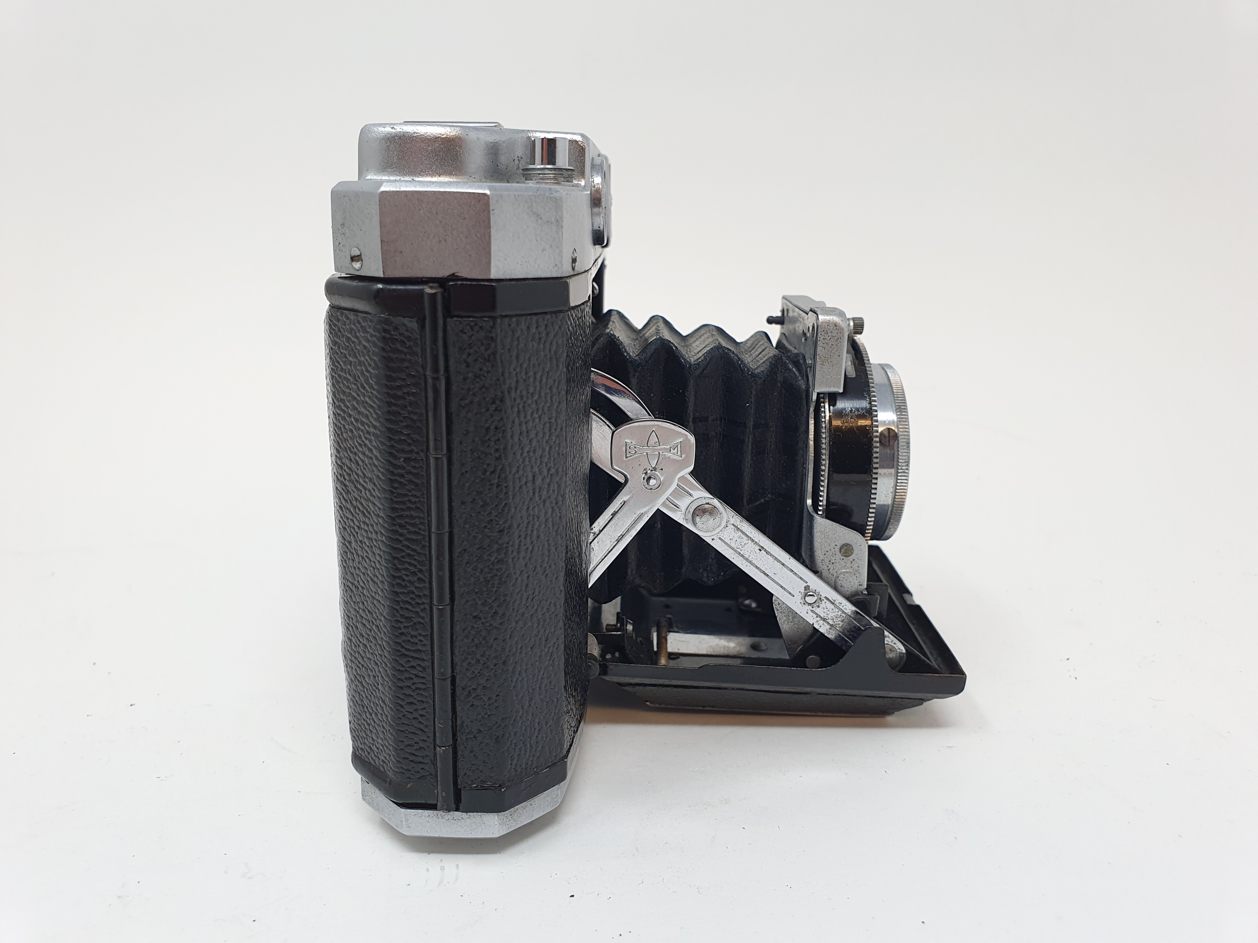 A Mamiya-6 folding camera Provenance: Part of a vast single owner collection of cameras, lenses - Image 3 of 4