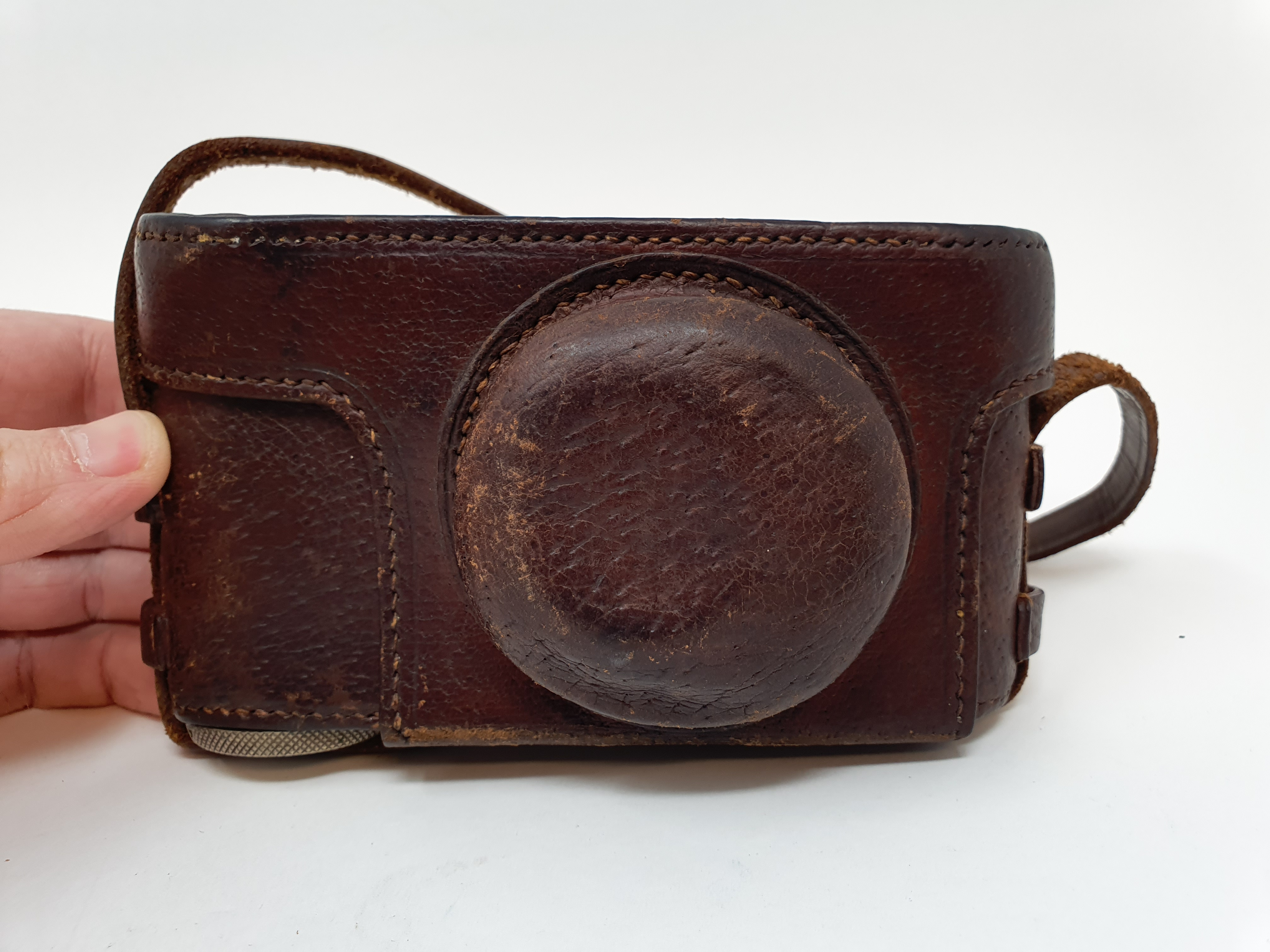 A Leica I camera, serial number 46523, with leather outer case Provenance: Part of a vast single - Image 5 of 5
