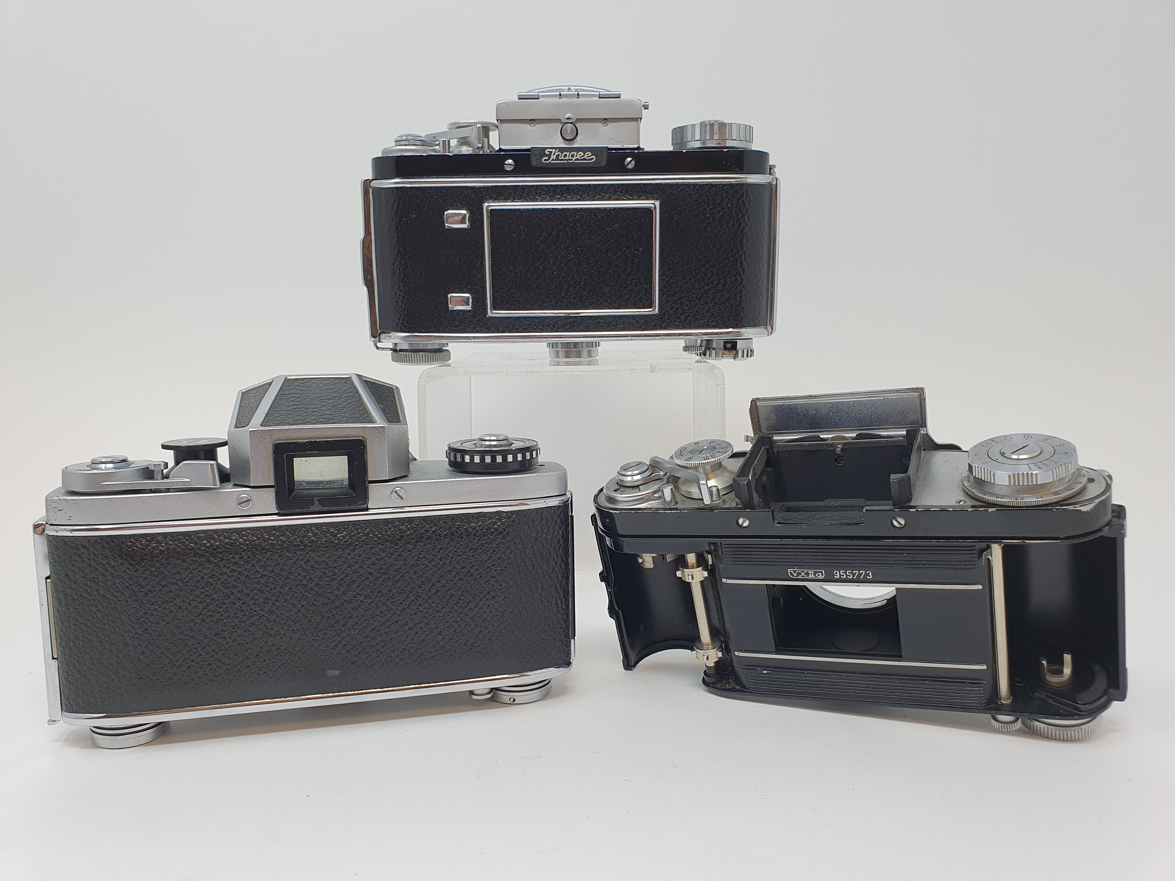 An Exakta VX 1000 camera body, and two Exakta camera bodies (3) Provenance: Part of a vast single - Image 2 of 3