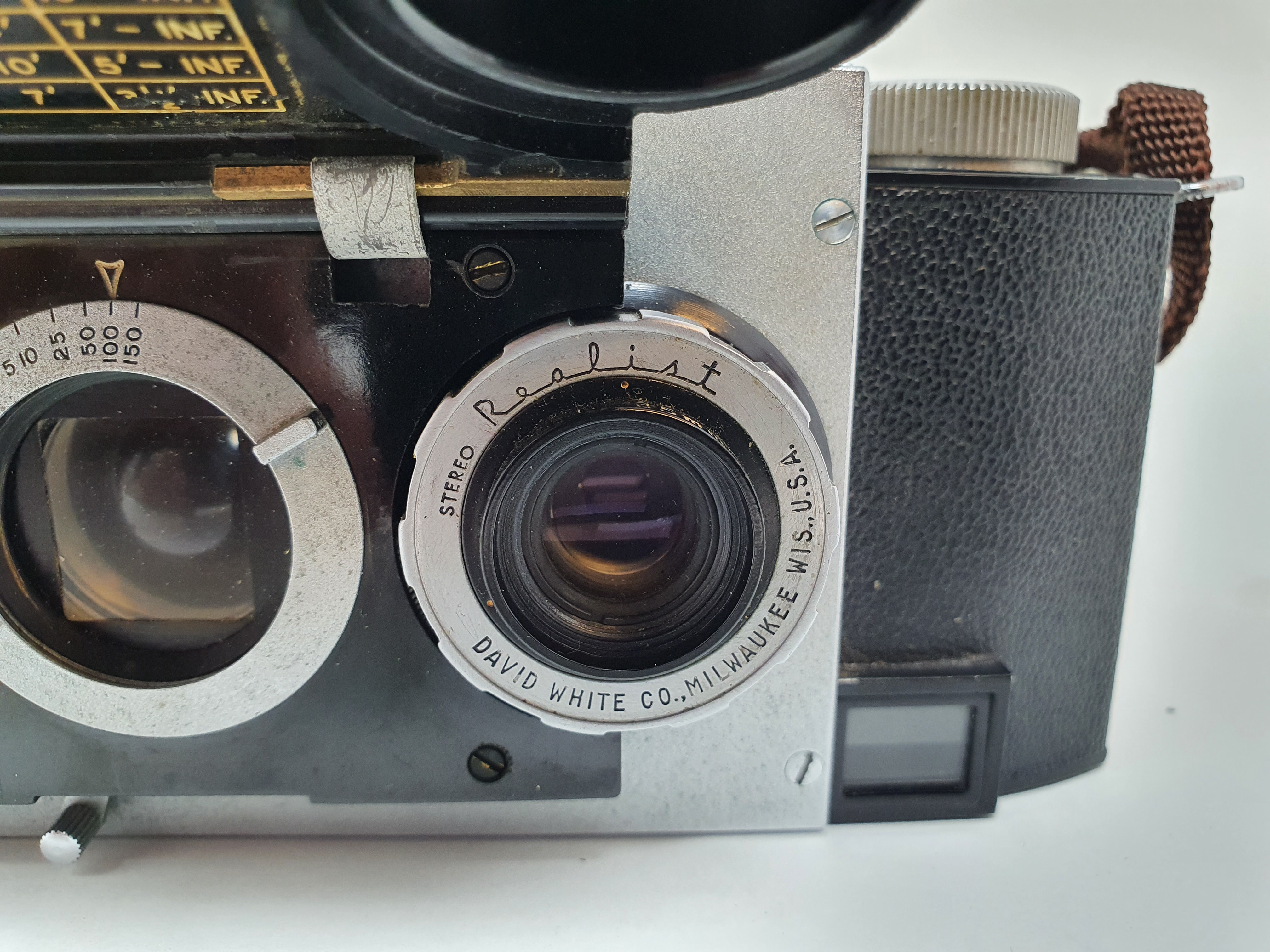 A Stereo Realist camera, with leather outer case Provenance: Part of a vast single owner - Image 2 of 6