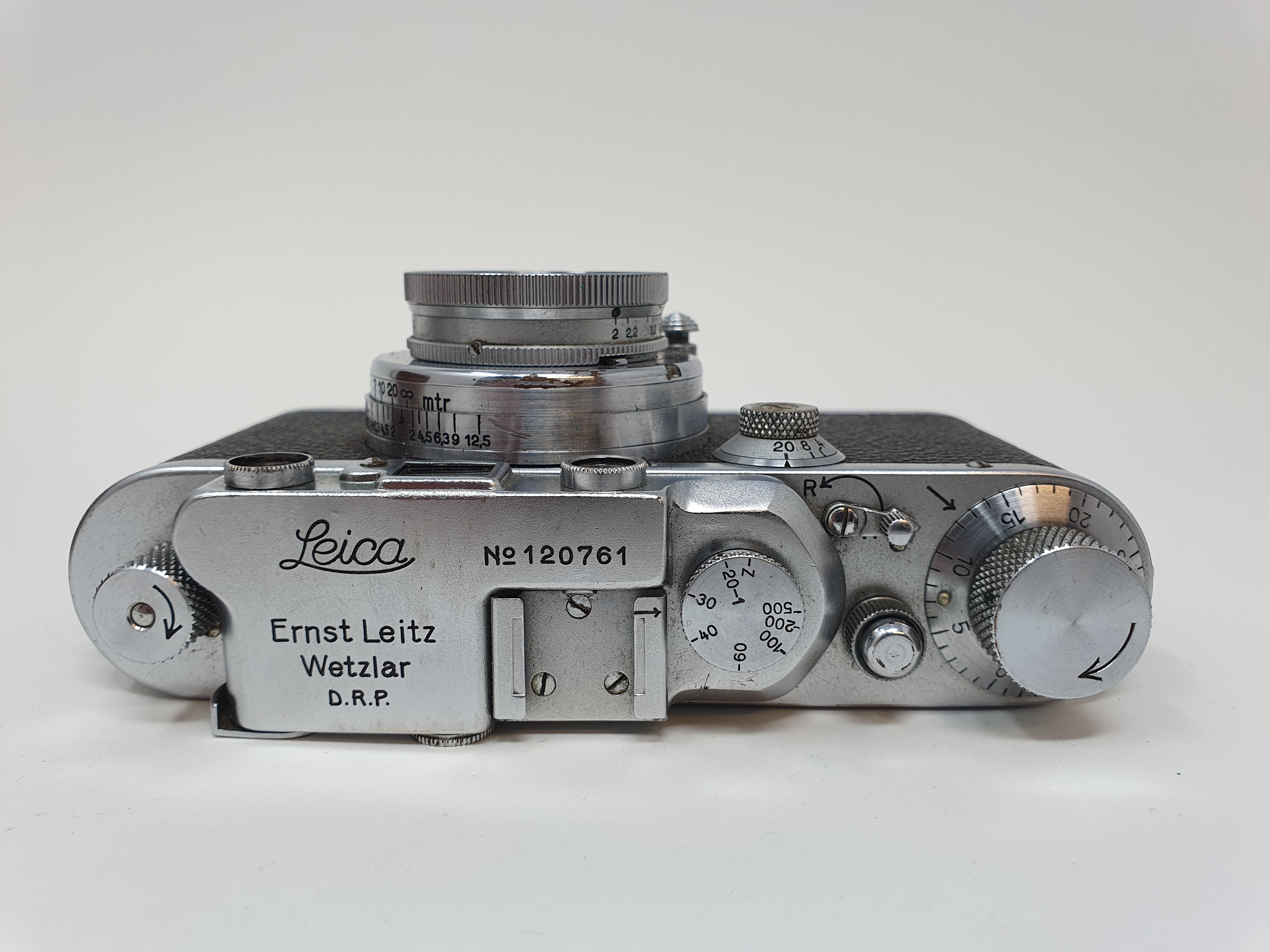 A Leica camera, serial number 120761, with leather outer case Provenance: Part of a vast single - Image 3 of 6