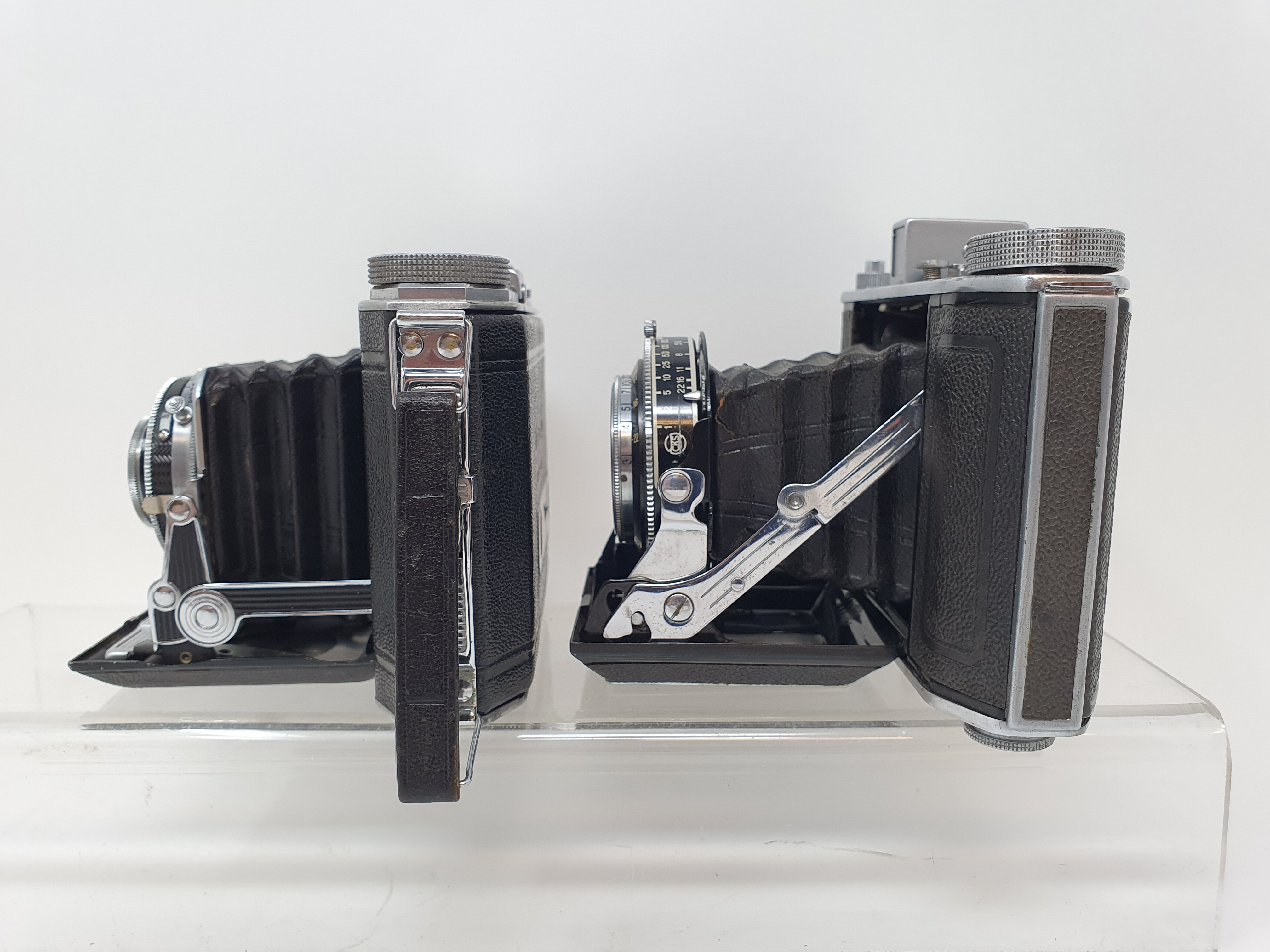 An Olympus-Six folding camera, serial number 21128 and a Duo 620 folding camera (2) Provenance: Part - Image 3 of 4