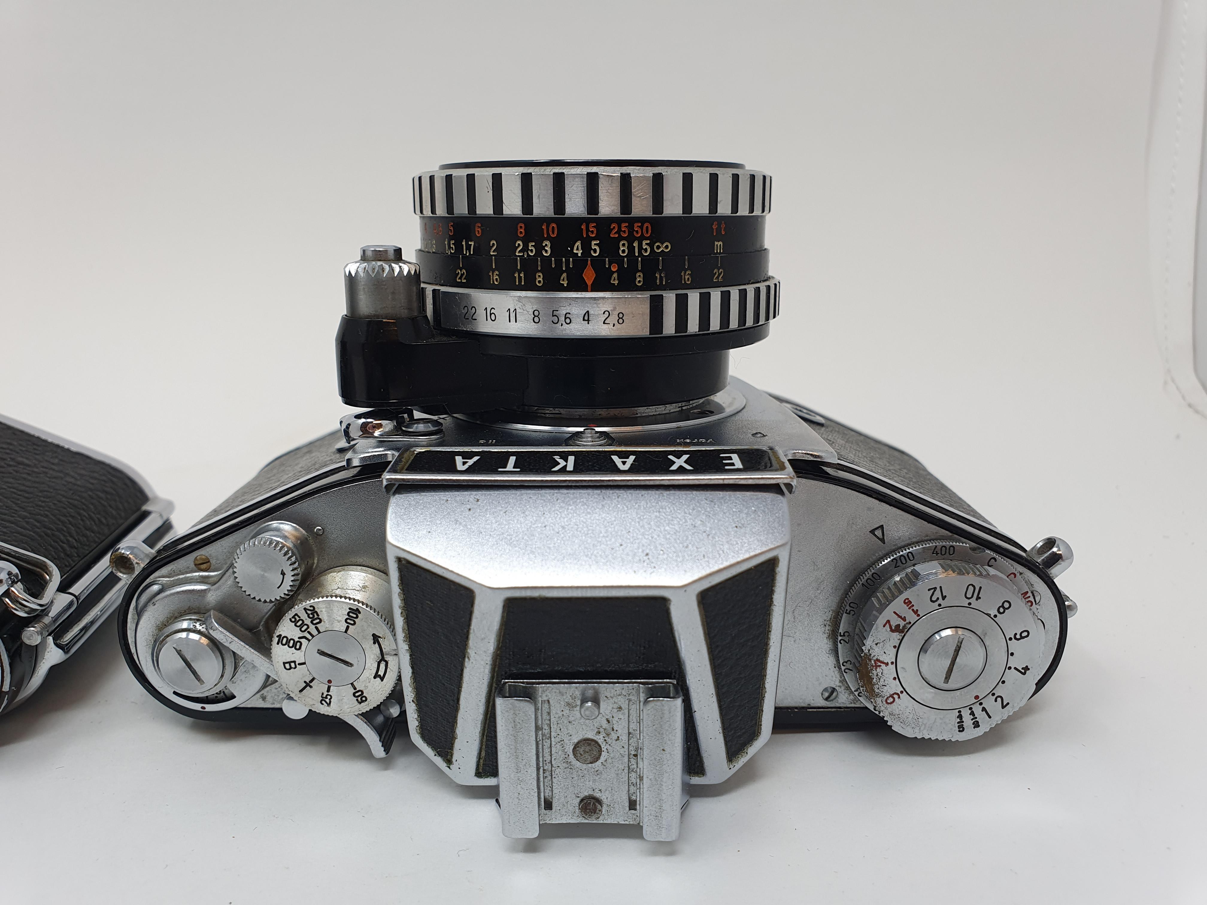 An Exakta Varex 11a camera, a VX 1000 camera body and a Varex IIb camera (3) Provenance: Part of a - Image 2 of 6