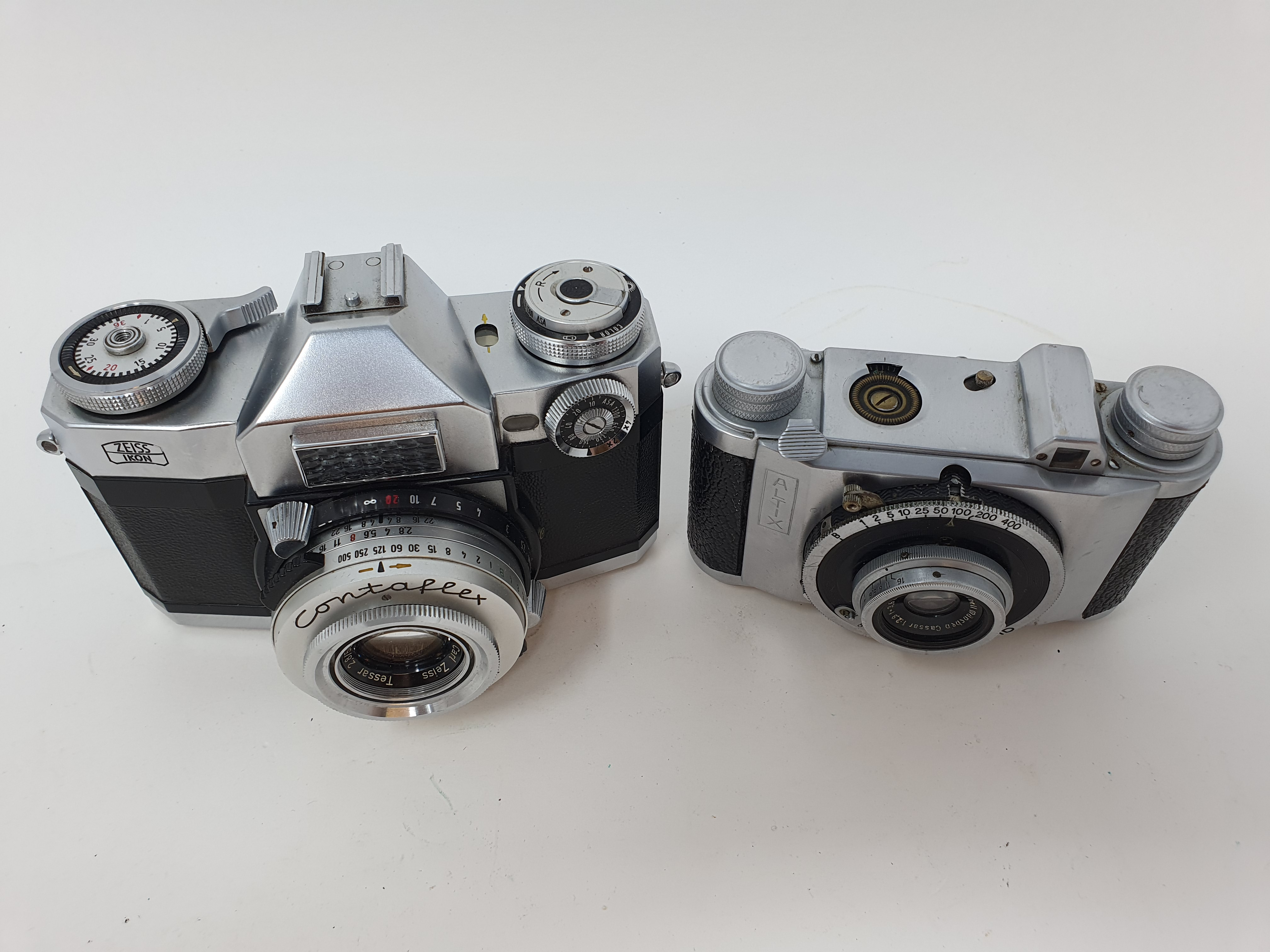 An Altix camera and a Zeiss Ikon camera (2) Provenance: Part of a vast single owner collection of - Image 2 of 3