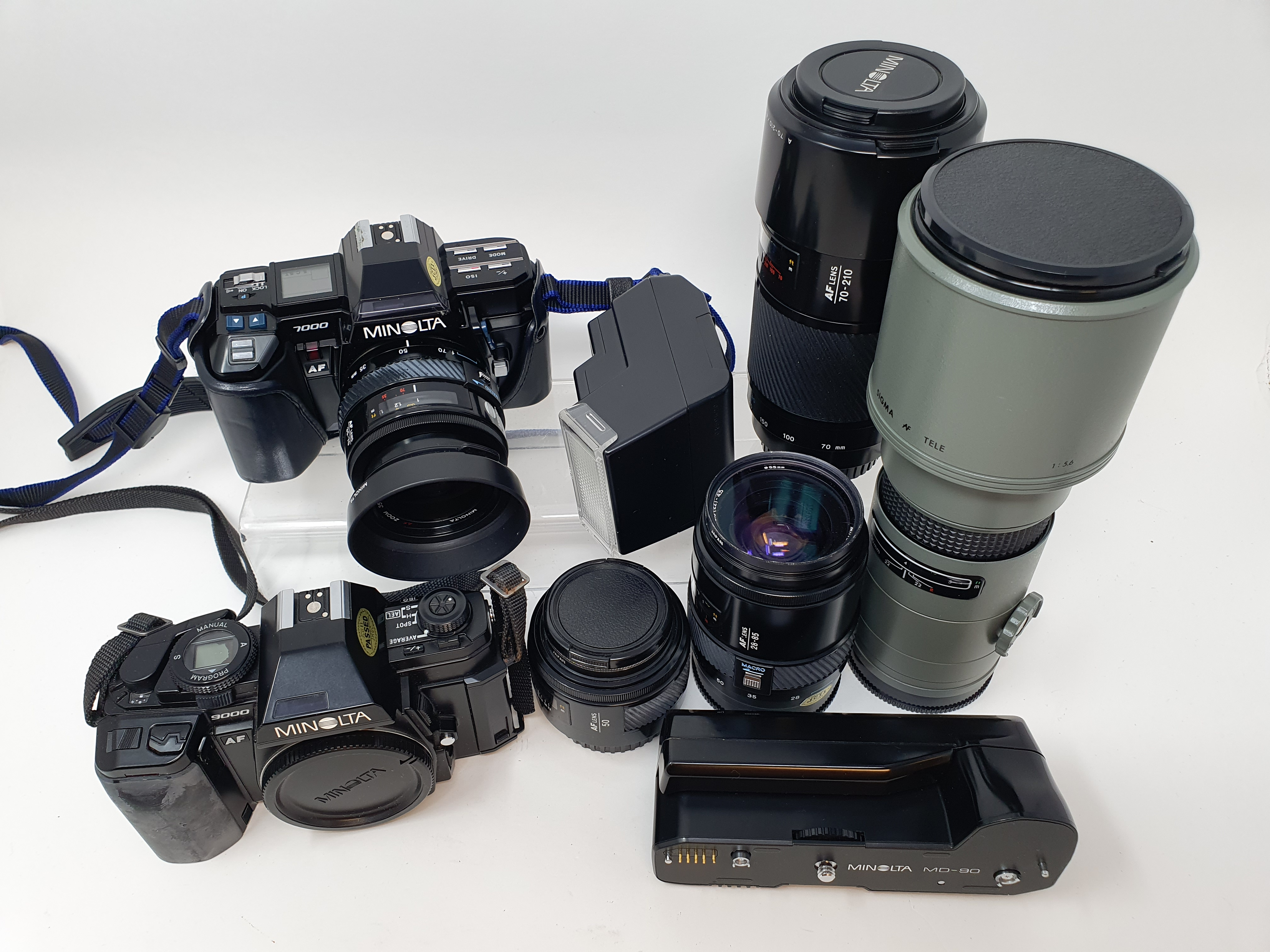 A Minolta 9000 camera, a Minolta 7000 camera, various lenses and accessories in a carrying case - Image 7 of 7
