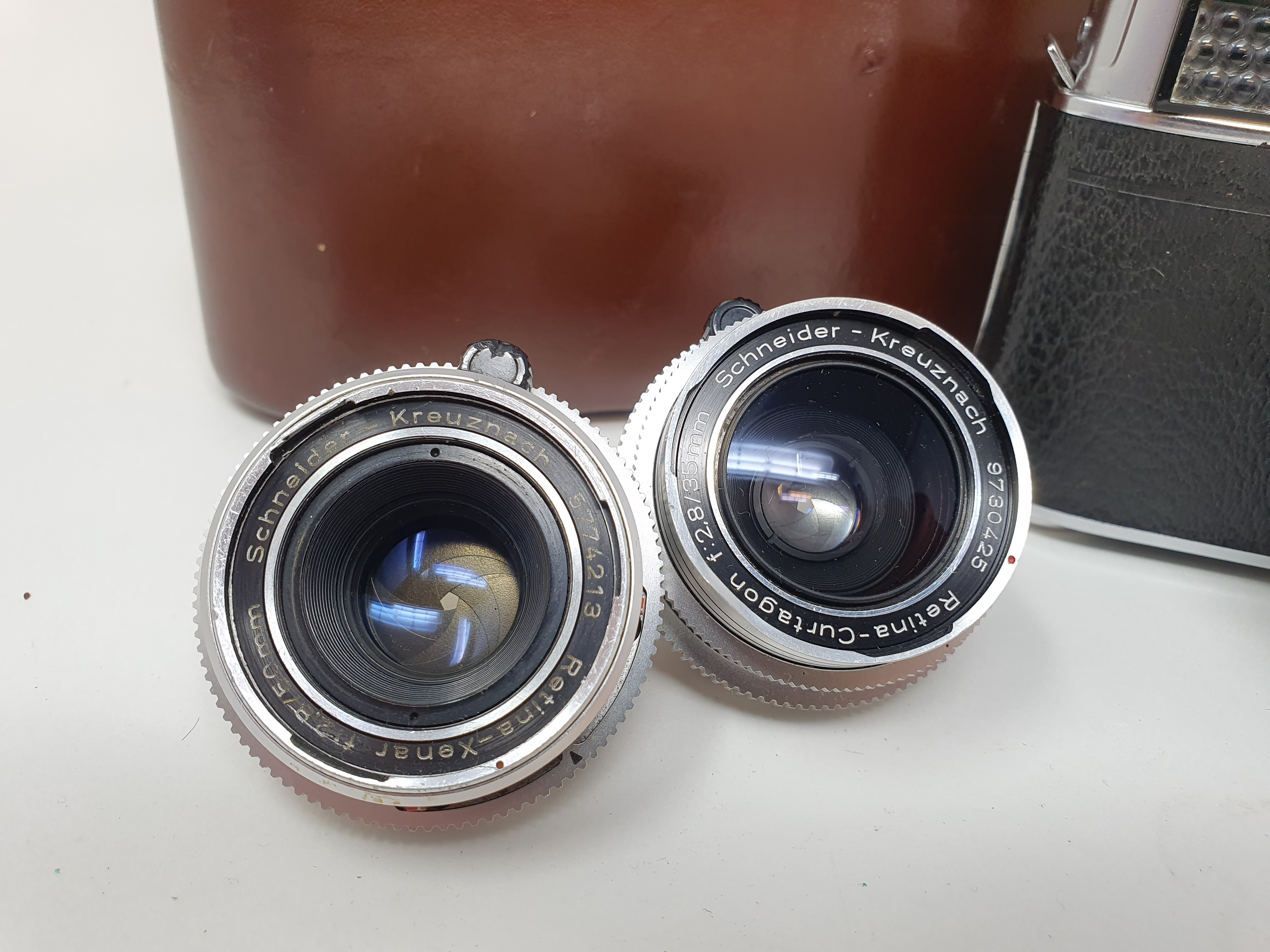 A Kodak Retina Reflex S, serial number 80495, with two extra lenses, in leather carrying case - Image 3 of 6