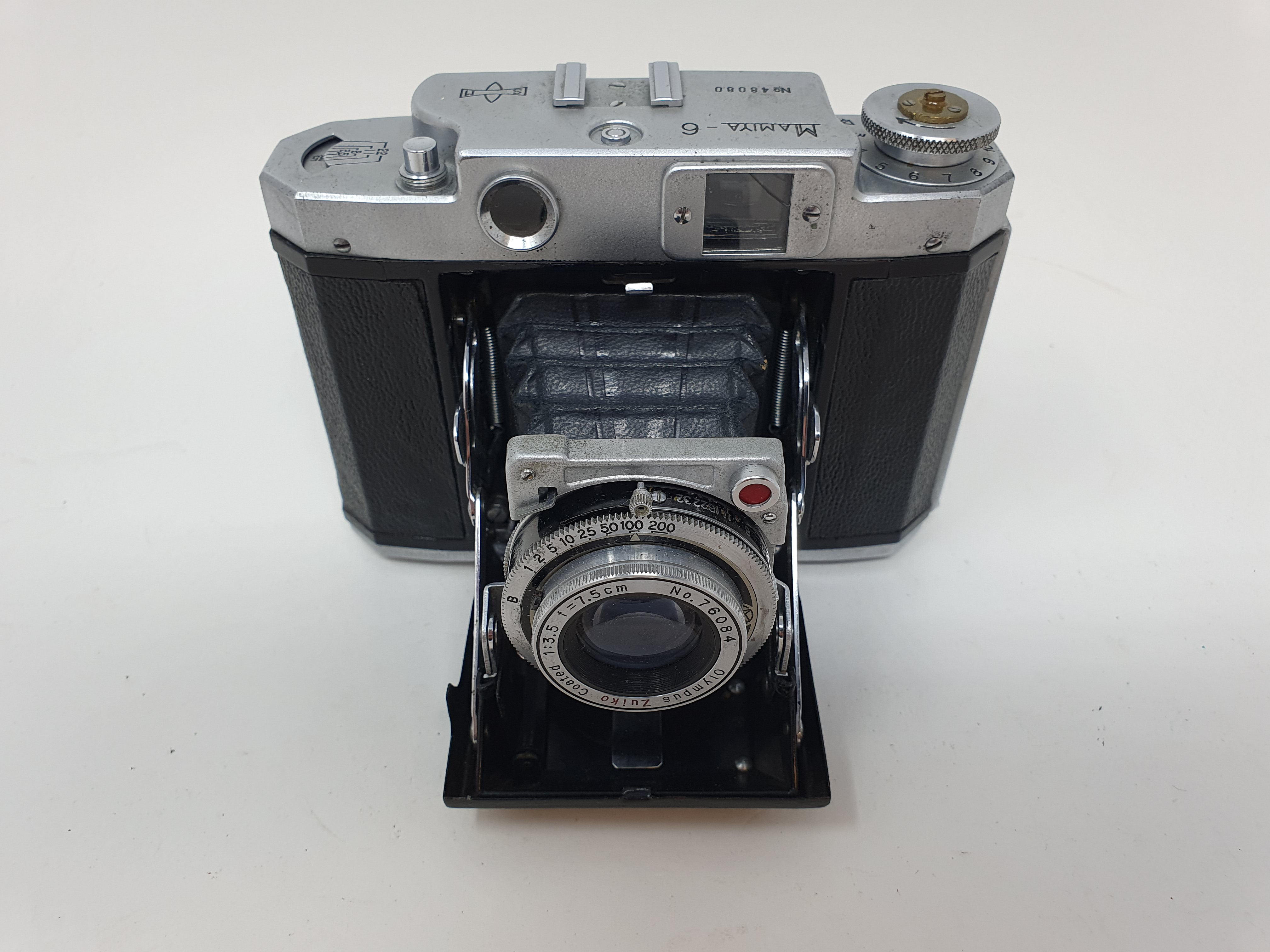 A Mamiya-6 folding camera Provenance: Part of a vast single owner collection of cameras, lenses - Image 2 of 4