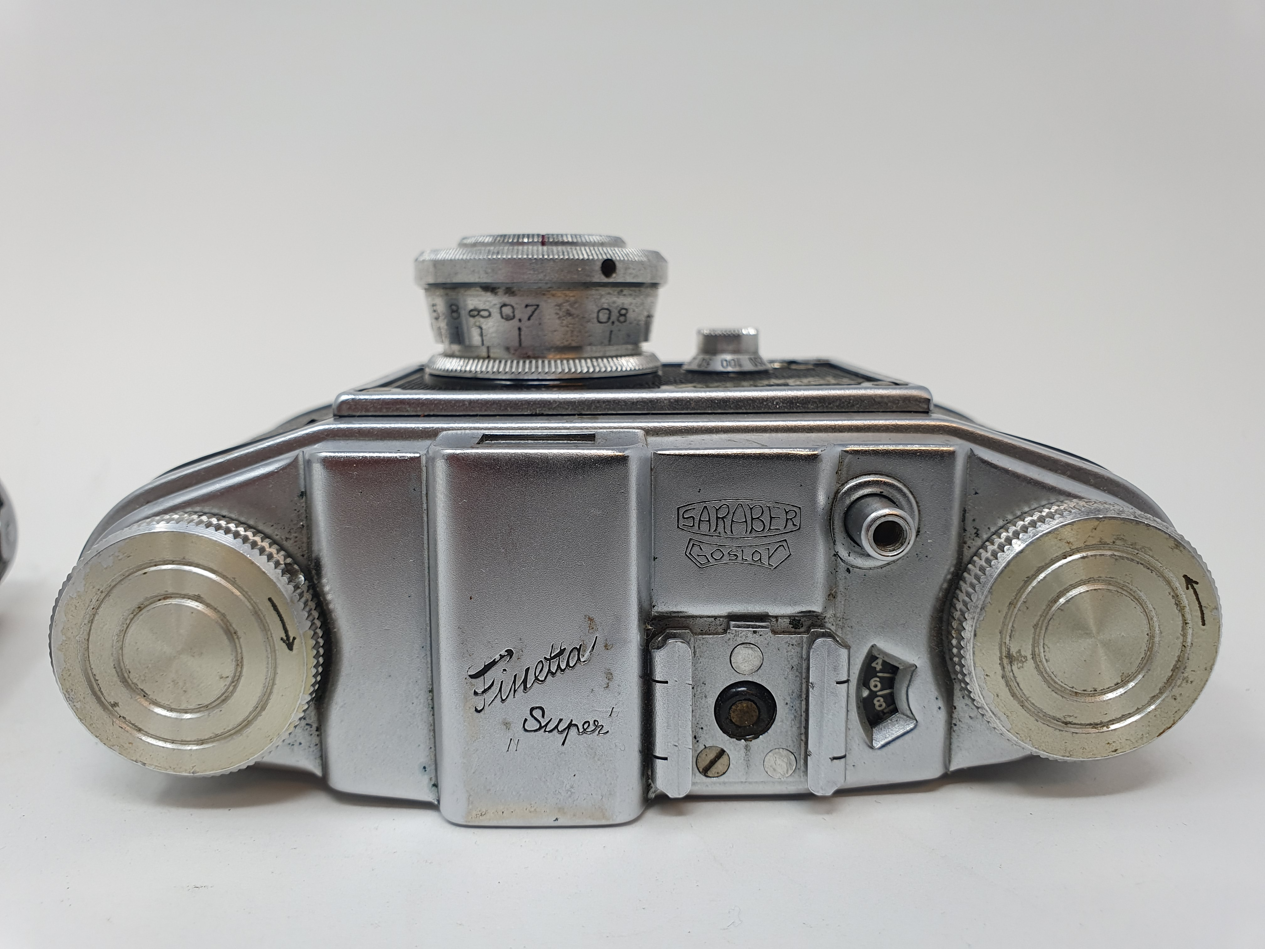 A Saraber Finetta Super camera and a Russian camera (2) Provenance: Part of a vast single owner - Image 4 of 4