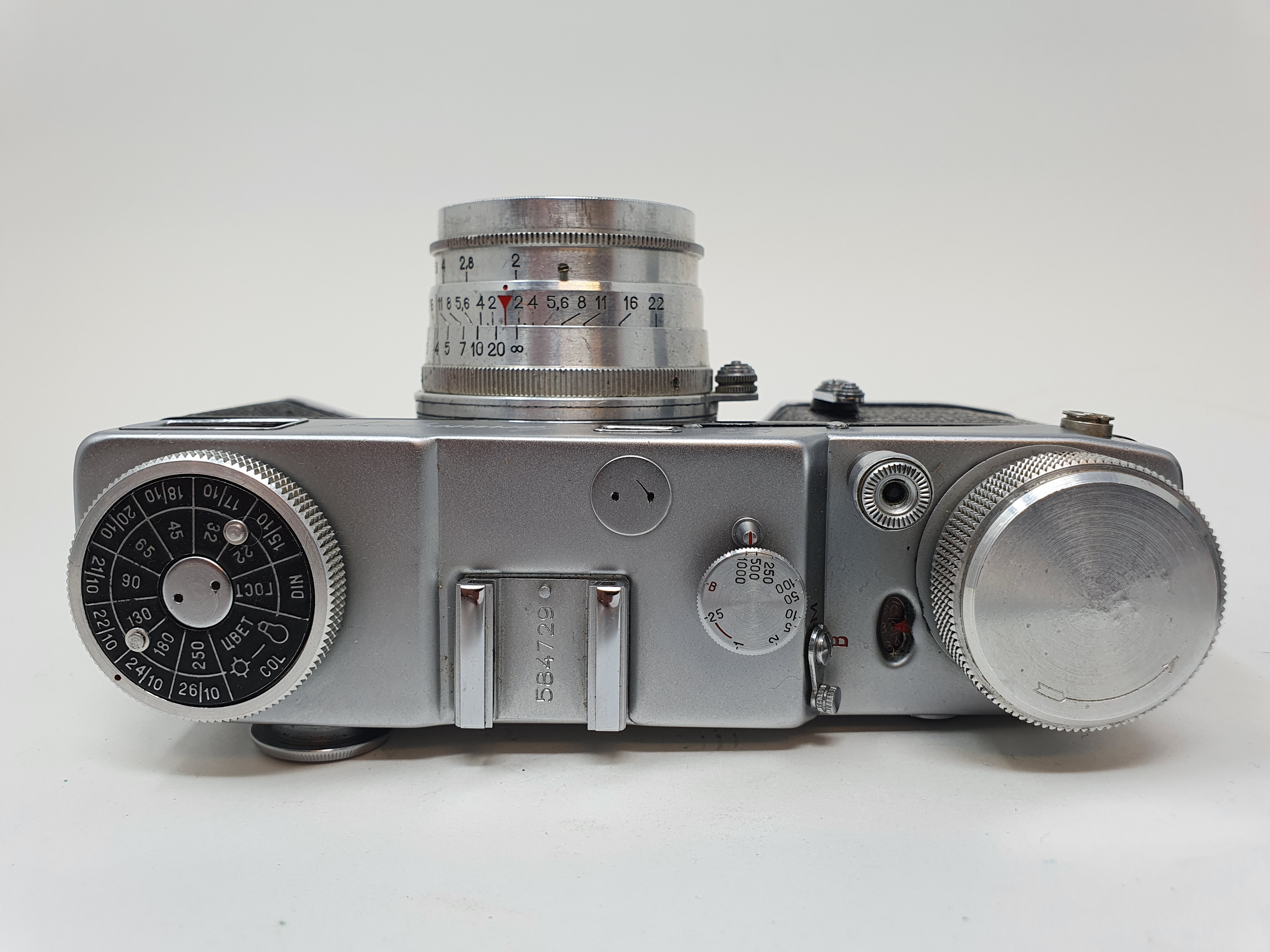 A Zorki-4K camera and a Russian camera (2) Provenance: Part of a vast single owner collection of - Image 4 of 4