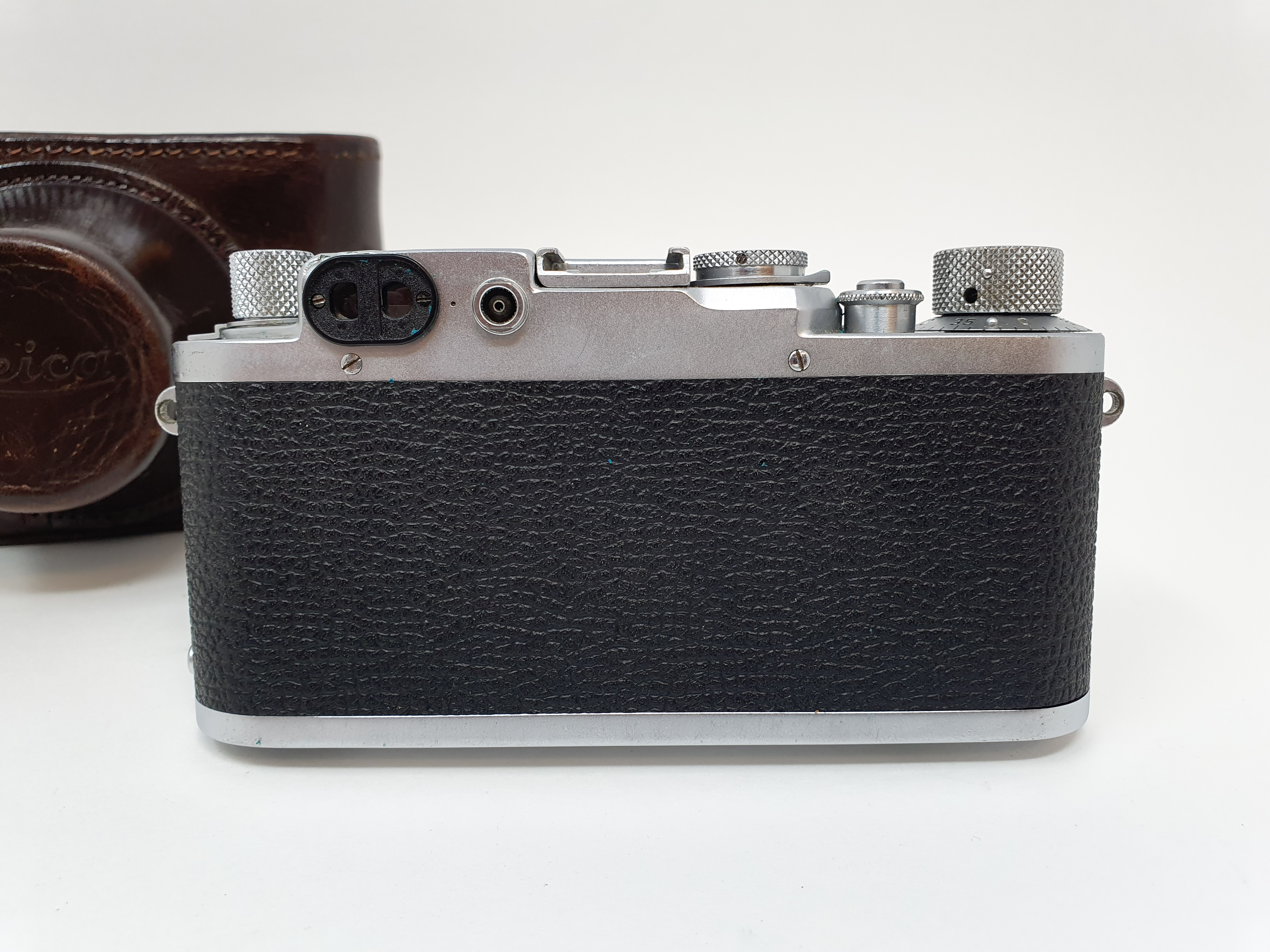 A Leica IIIf camera, serial number 566317, with leather outer case Provenance: Part of a vast single - Image 3 of 4