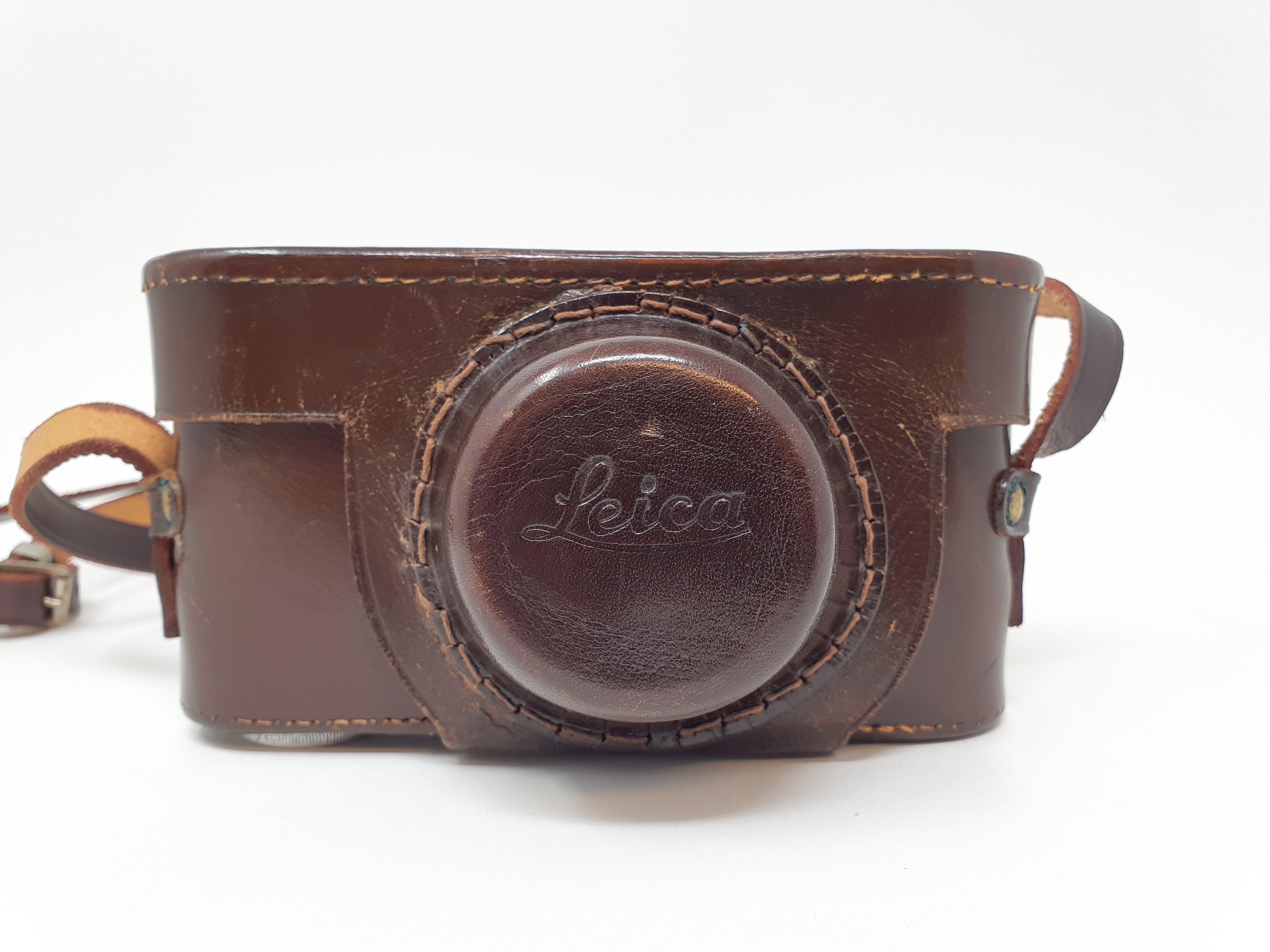 A Leica IIIa camera, serial number 324178, with leather outer case Provenance: Part of a vast single - Image 4 of 4