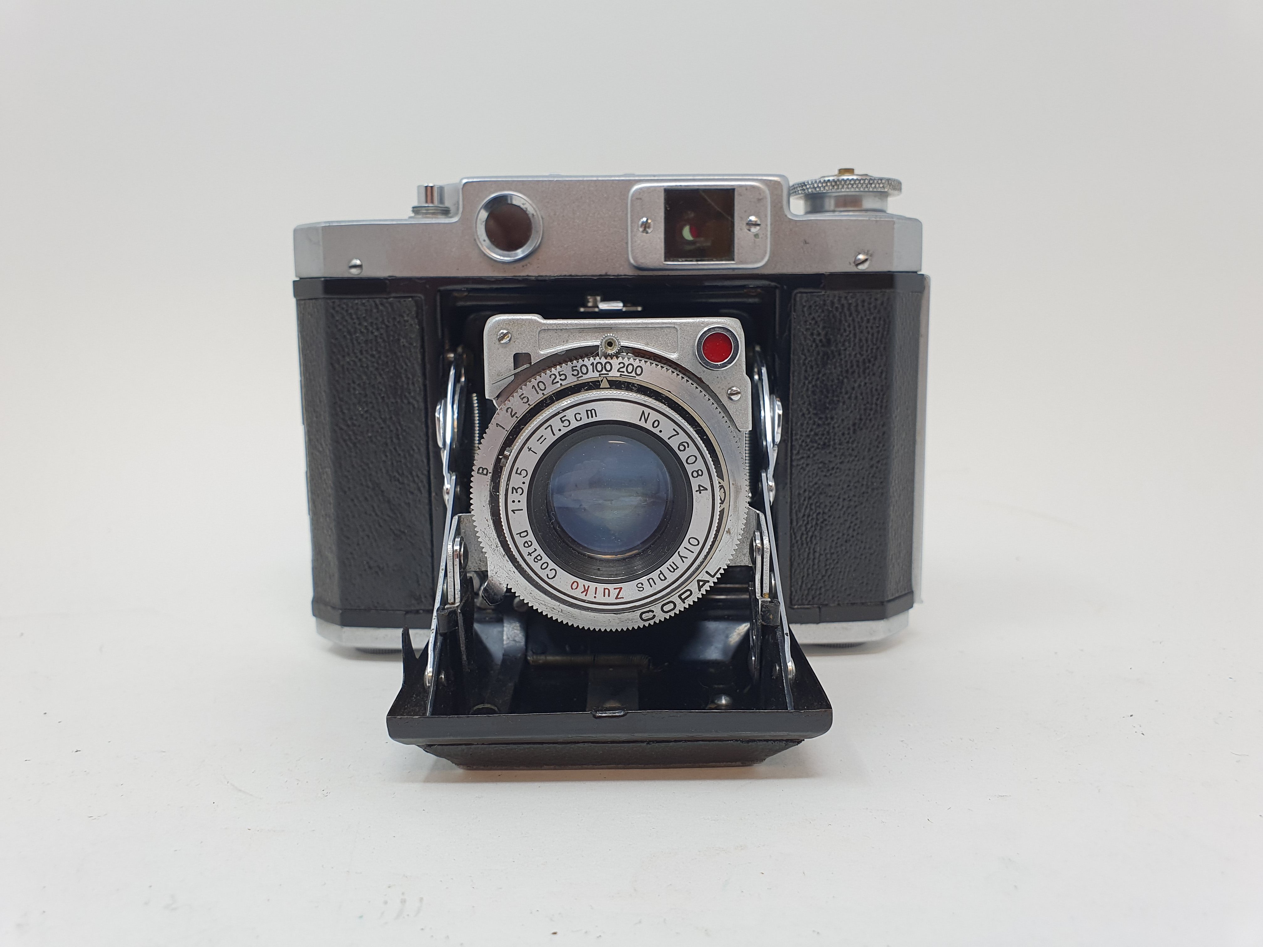 A Mamiya-6 folding camera Provenance: Part of a vast single owner collection of cameras, lenses