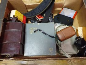 A Panorama illuminated viewer, boxed, and various assorted photography items (box) Provenance: