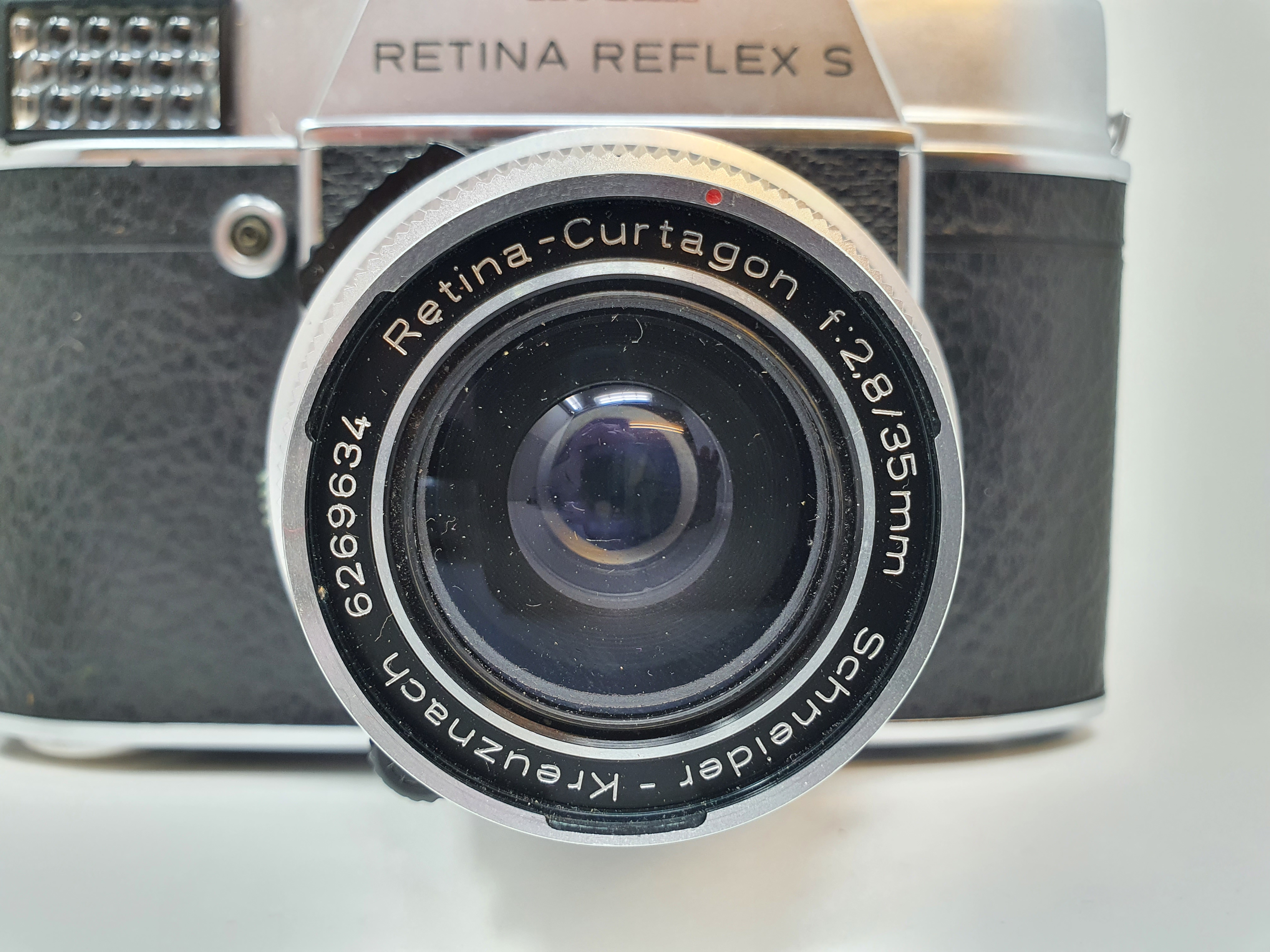 A Kodak Retina Reflex S, serial number 80495, with two extra lenses, in leather carrying case - Image 2 of 6