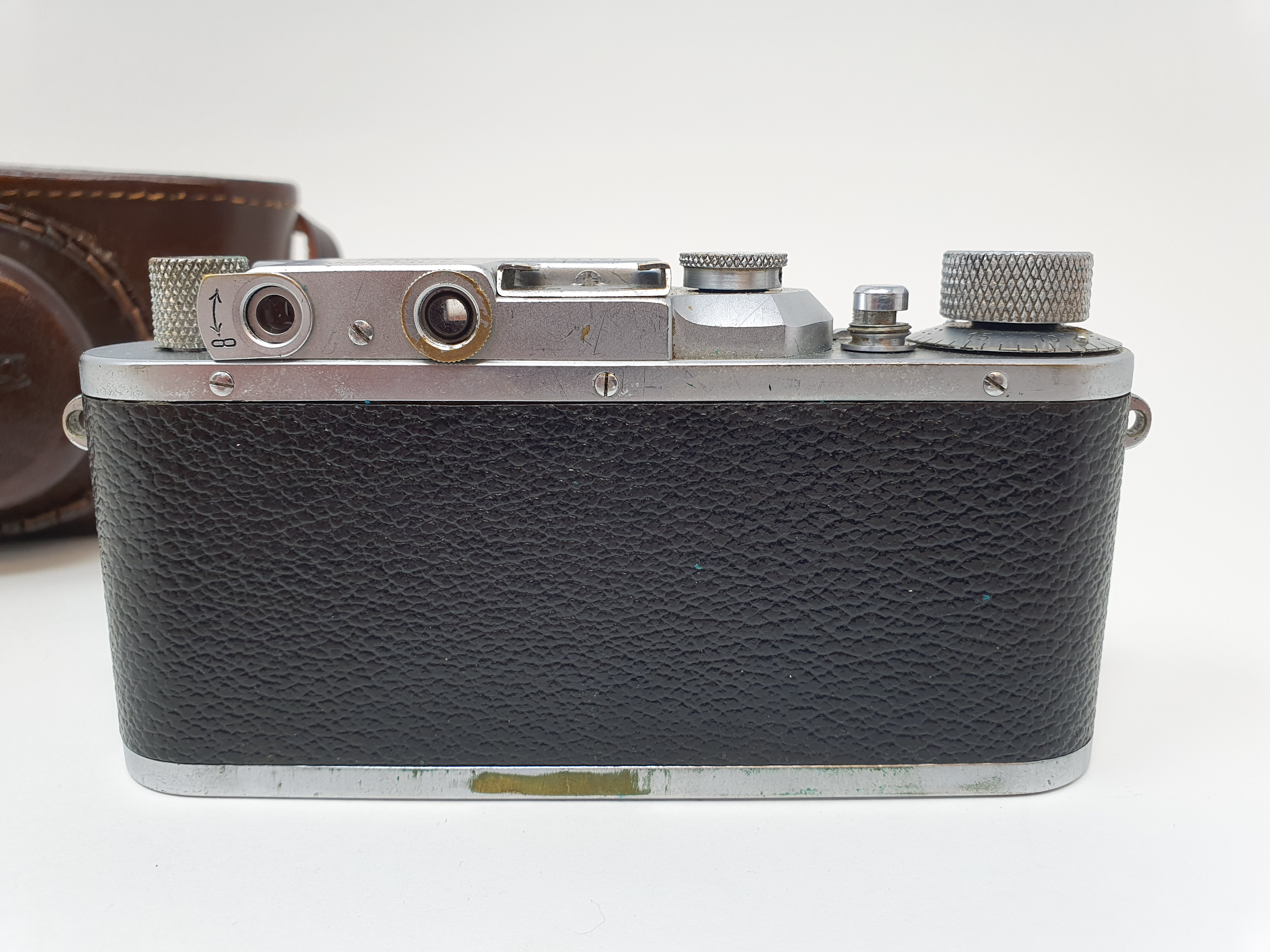 A Leica IIIa camera, serial number 324178, with leather outer case Provenance: Part of a vast single - Image 2 of 4