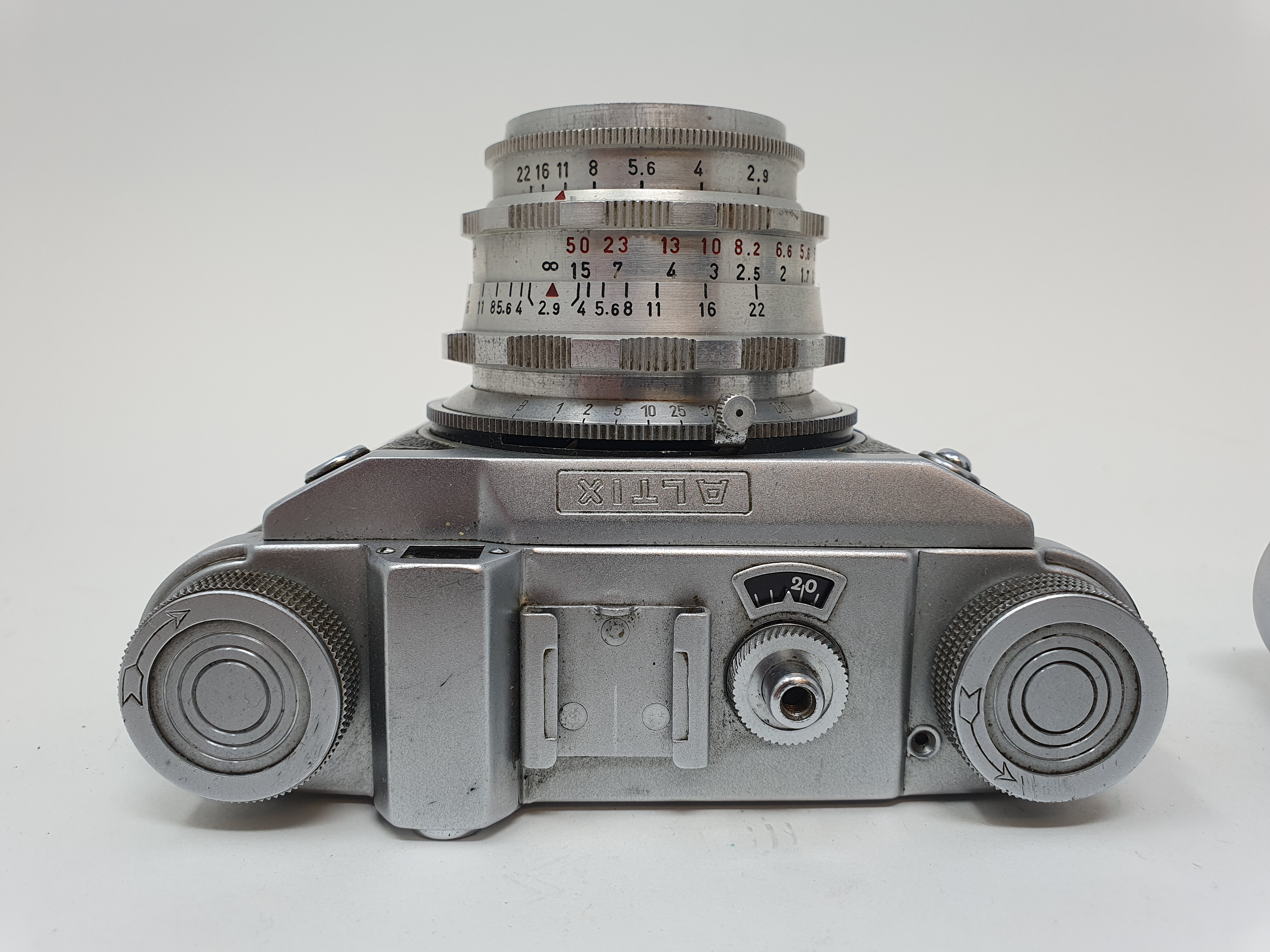 A Braun Paxette camera and a Altix camera (2) Provenance: Part of a vast single owner collection - Image 2 of 3