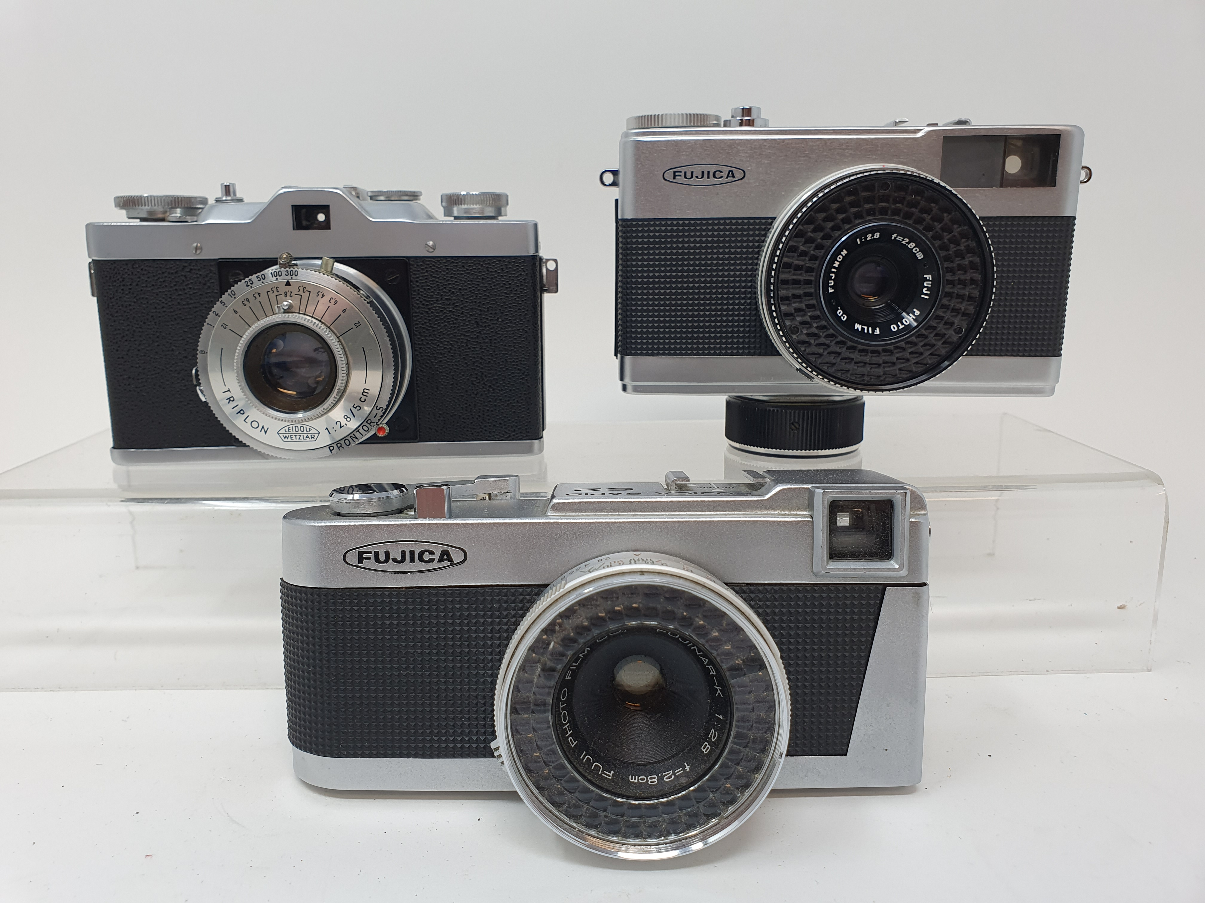 A Leidolf Lord OX camera, Fujica Rapid D1 camera and a Fujica Rapid S2 camera (3) Provenance: Part
