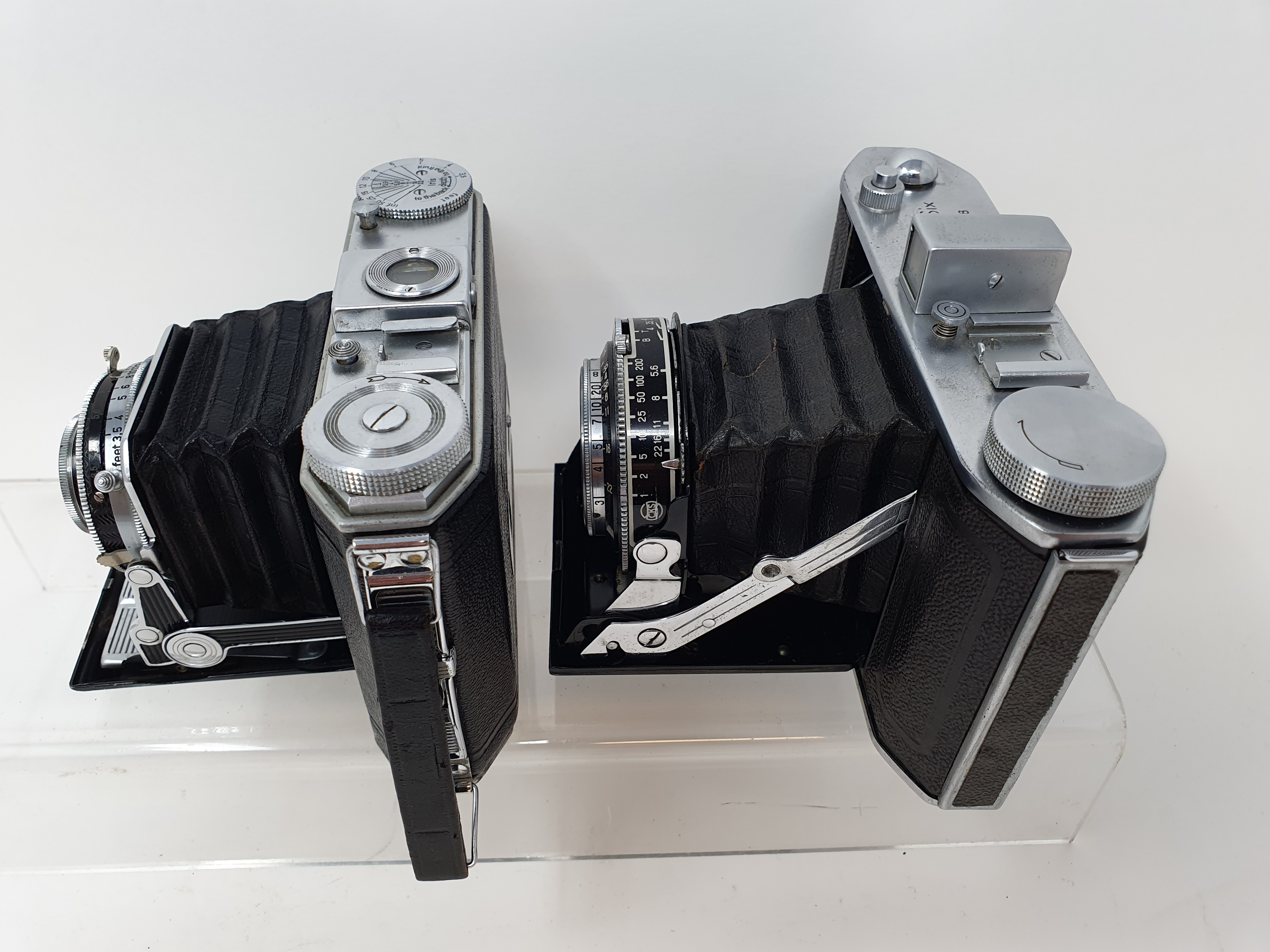 An Olympus-Six folding camera, serial number 21128 and a Duo 620 folding camera (2) Provenance: Part - Image 4 of 4