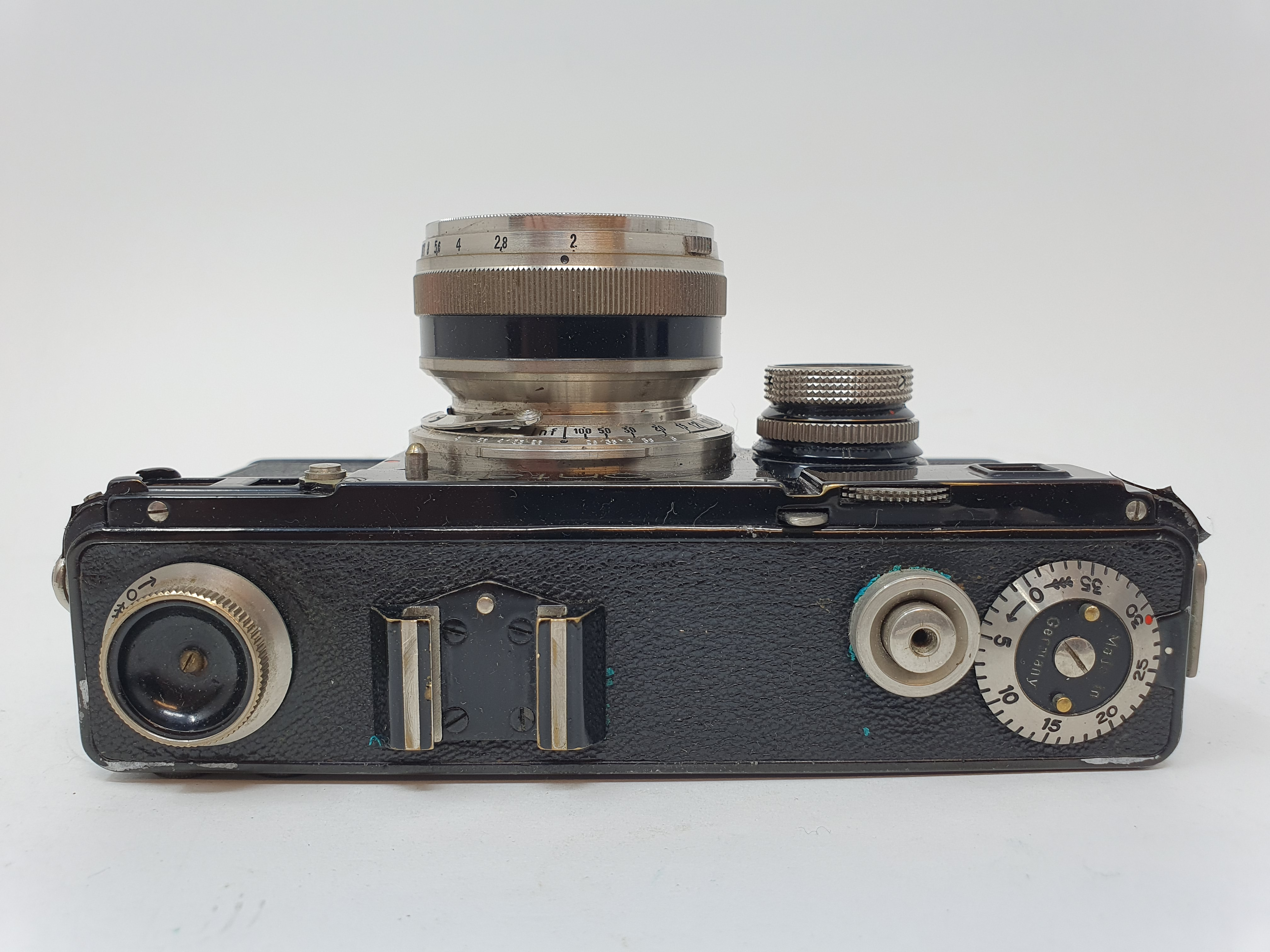 A Zeiss Ikon Contax camera Provenance: Part of a vast single owner collection of cameras, lenses and - Image 3 of 4