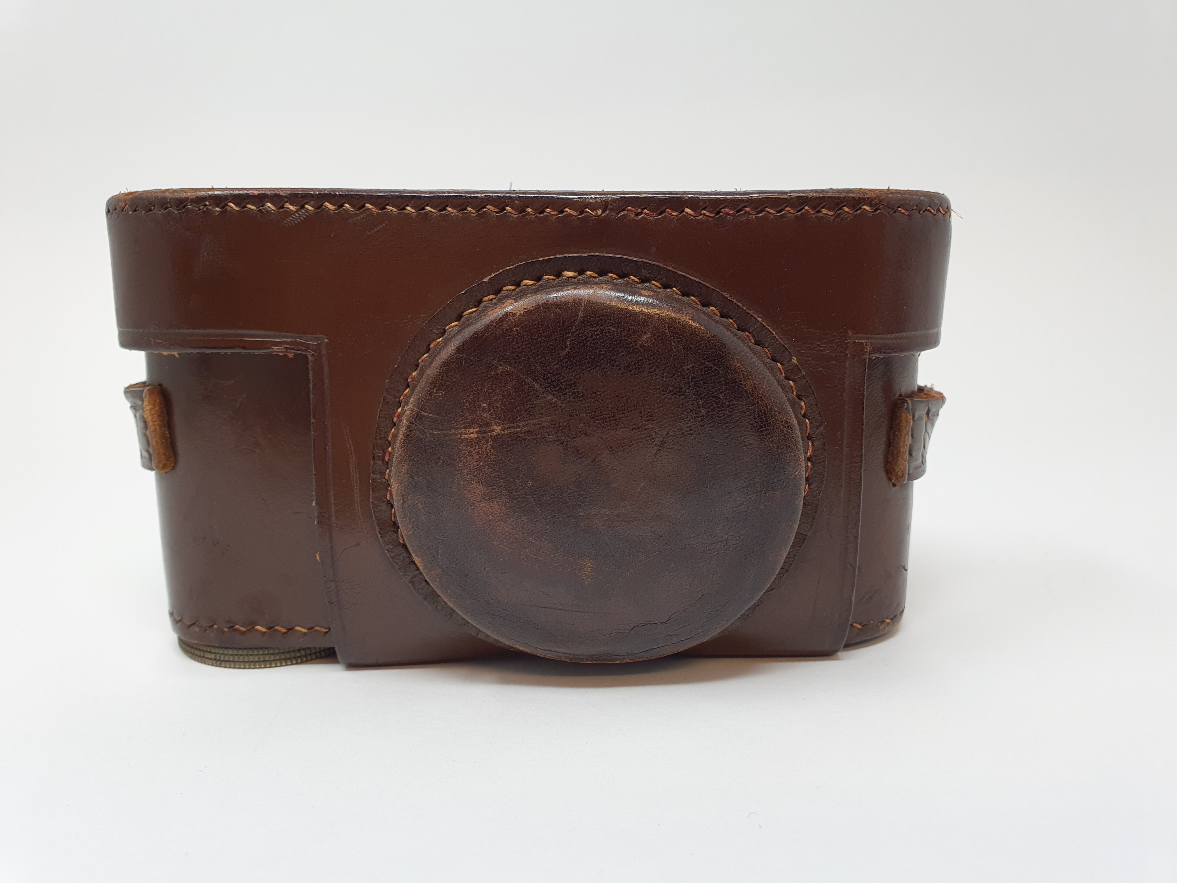 A Leica II camera, serial number 108206, with leather outer case Provenance: Part of a vast single - Image 3 of 4